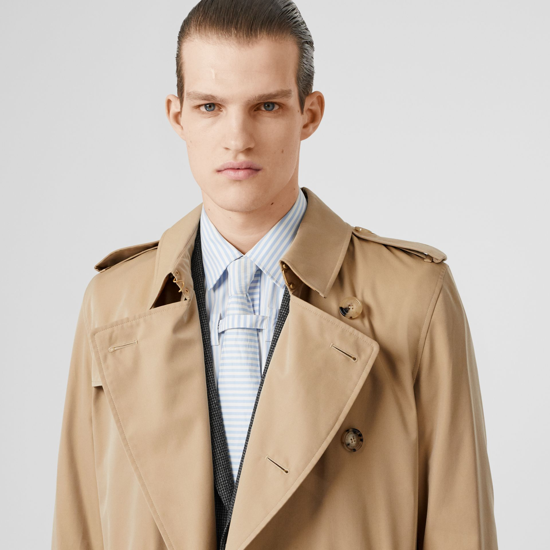 The Long Kensington Heritage Trench Coat in Honey - Men | Burberry United Kingdom - gallery image 1