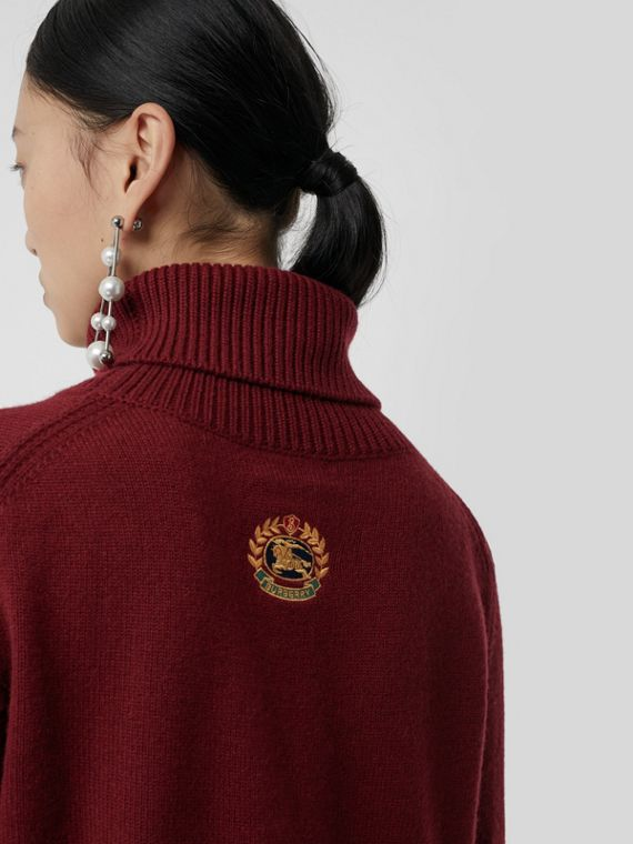 Embroidered Crest Cashmere Roll-neck Sweater in Red