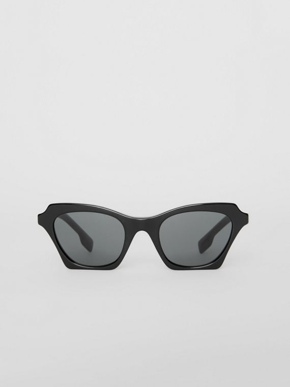 Butterfly Frame Sunglasses in Black