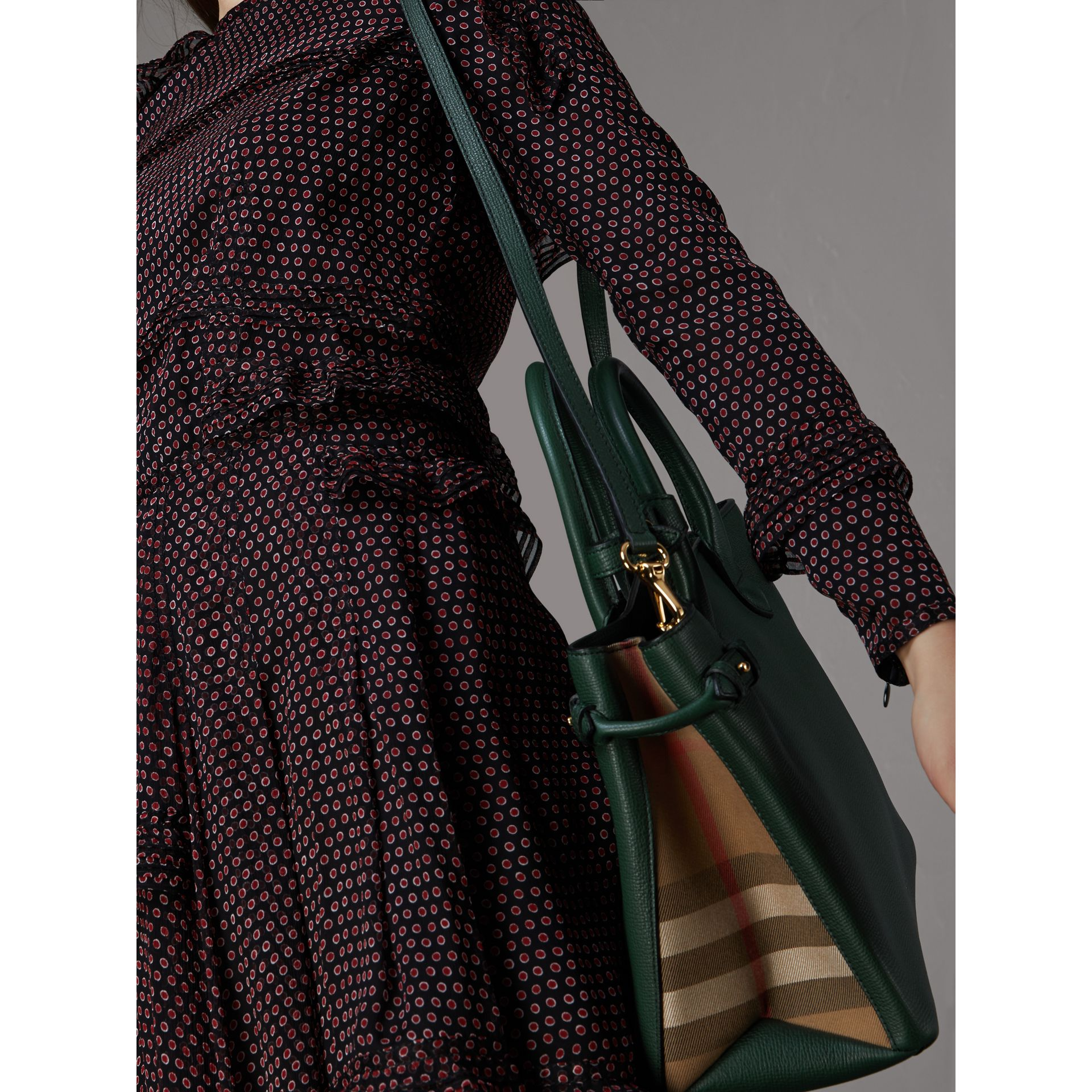 The Medium Banner in Leather and House Check in Dark Bottle Green - Women | Burberry Singapore - gallery image 2