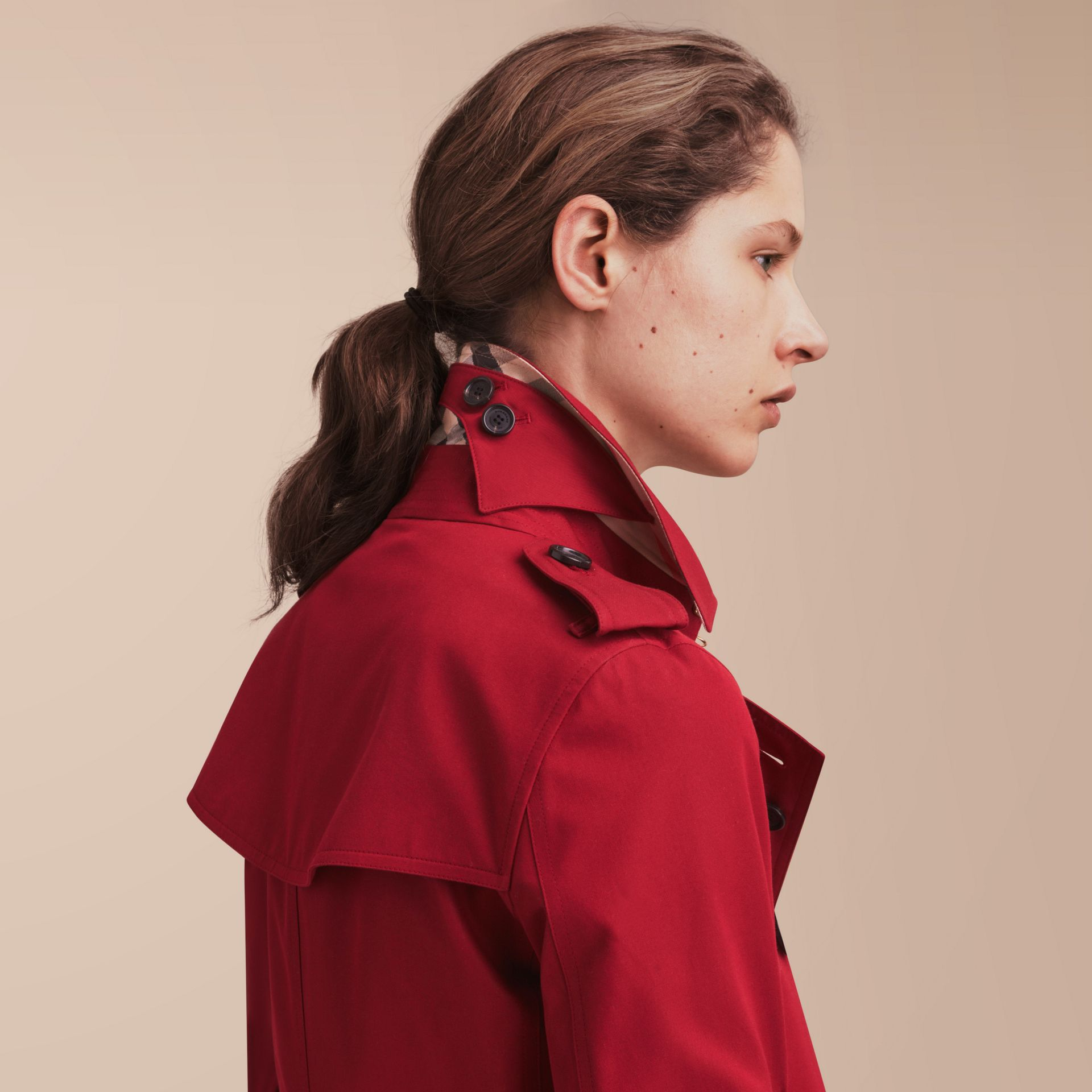 The Kensington – Short Heritage Trench Coat in Parade Red - Women | Burberry - gallery image 6