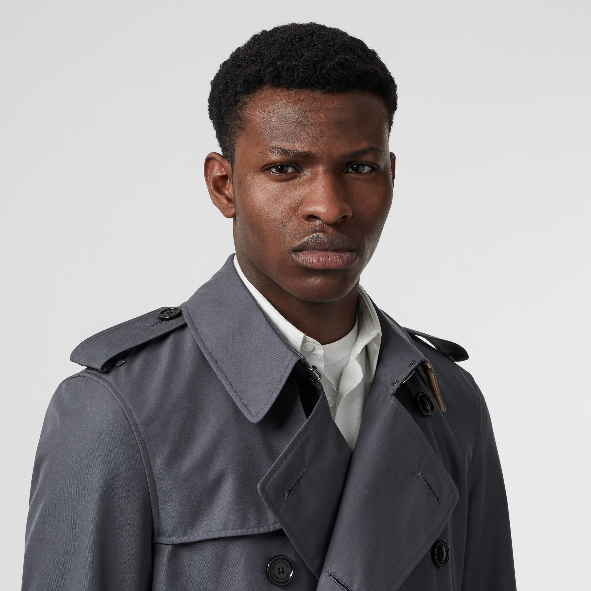 Short Chelsea Fit Trench Coat in Mid Grey - Men | Burberry - gallery image 1