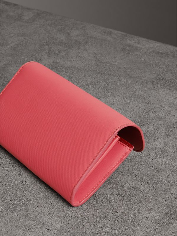 Two-tone Trench Leather Continental Wallet in Blossom Pink/antique Red - Women | Burberry - cell image 2