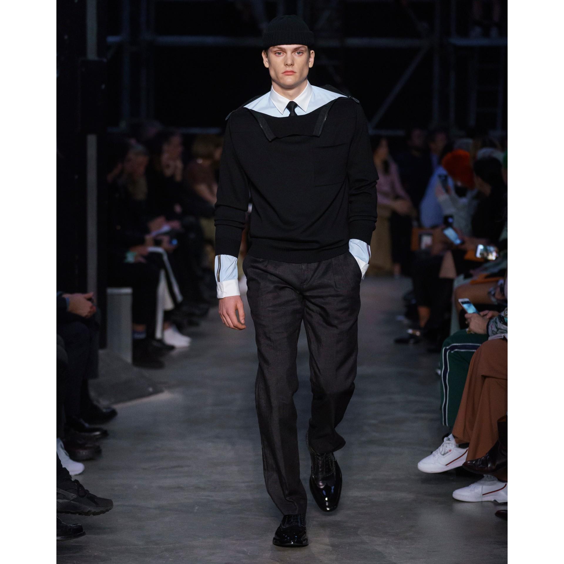 Pantalon plissé en lin mélangé avec zip (Noir) - Homme | Burberry - photo de la galerie 6