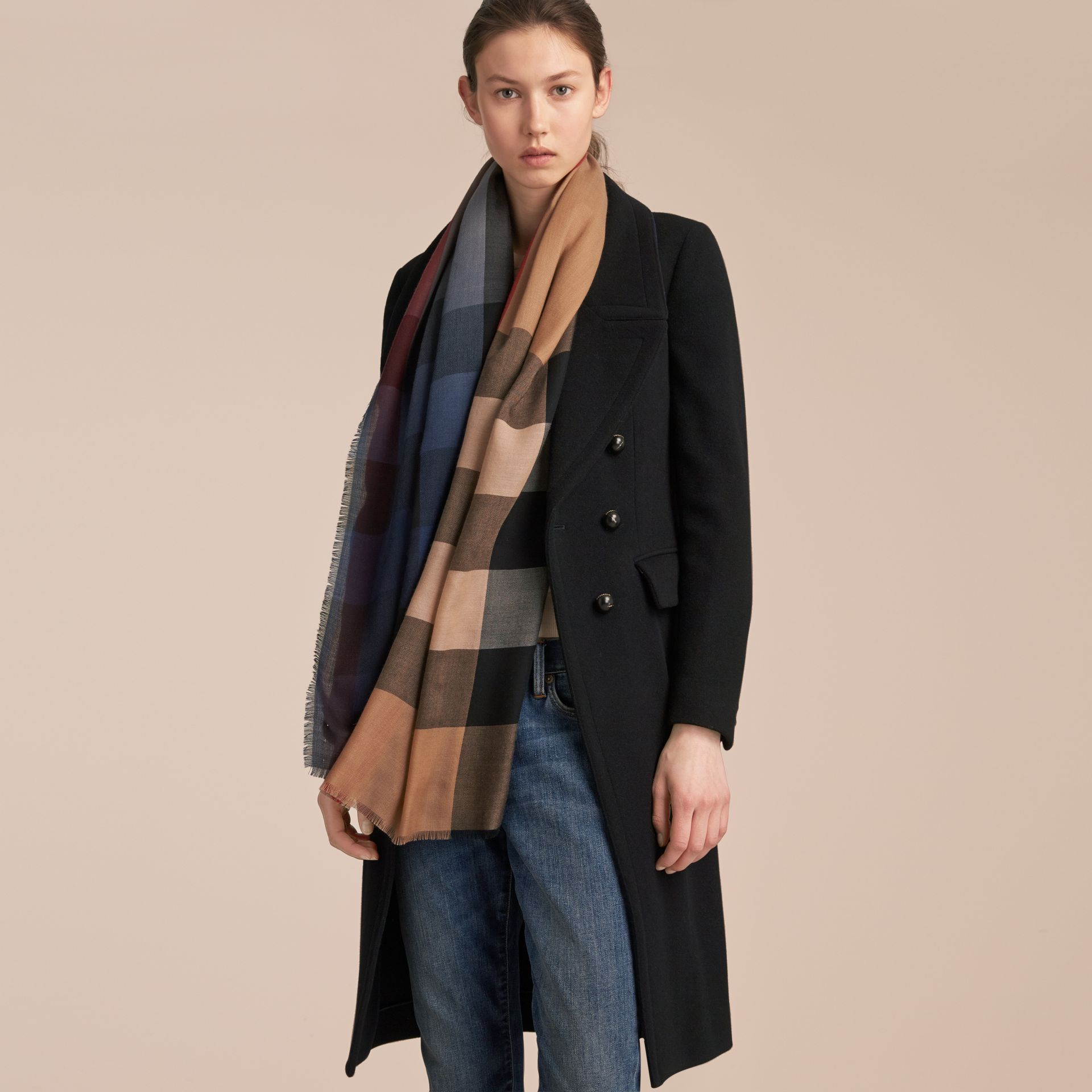 The Lightweight Cashmere Scarf in Ombré Check in Camel/navy | Burberry - gallery image 3