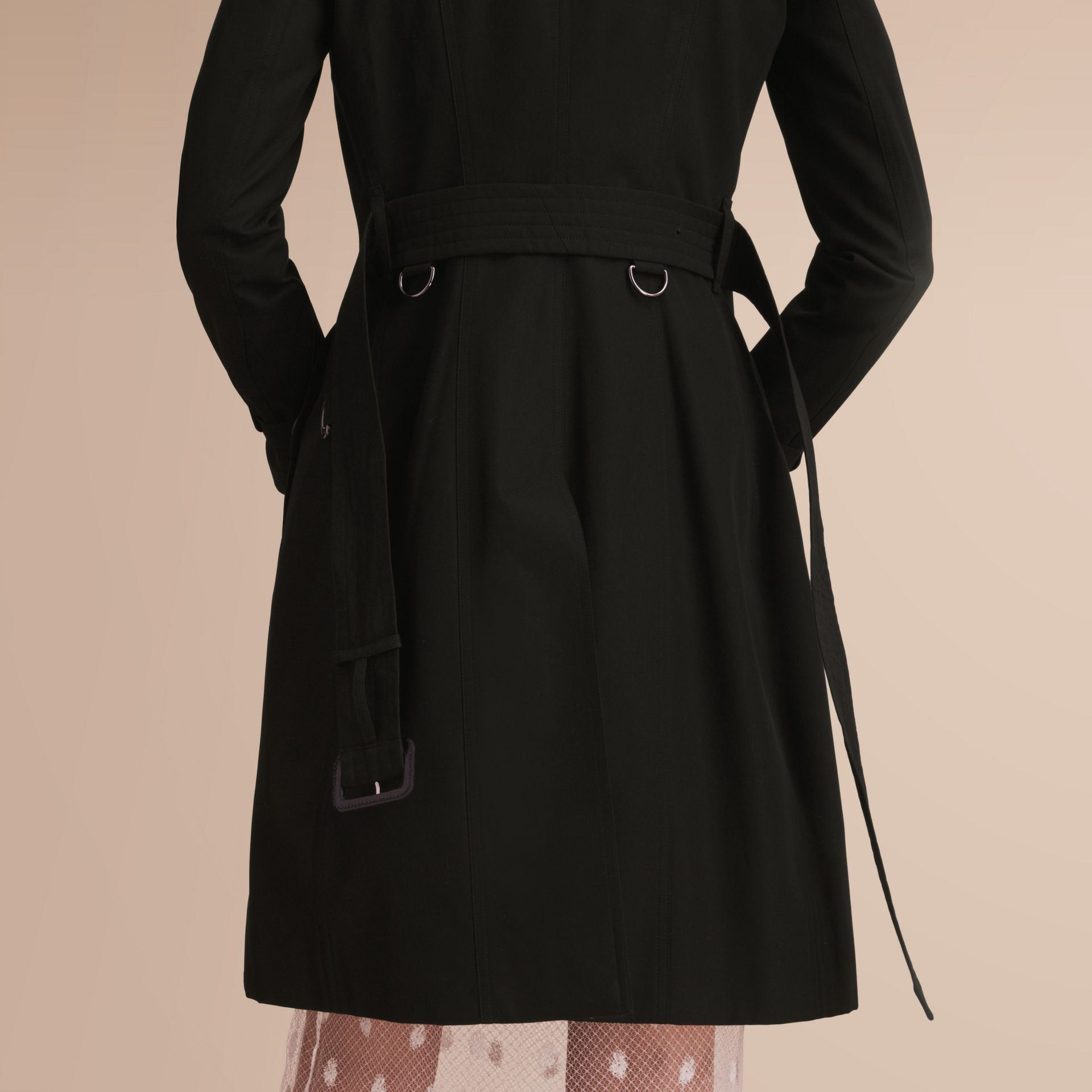 The Chelsea – Long Heritage Trench Coat in Black - Women | Burberry Australia - gallery image 5