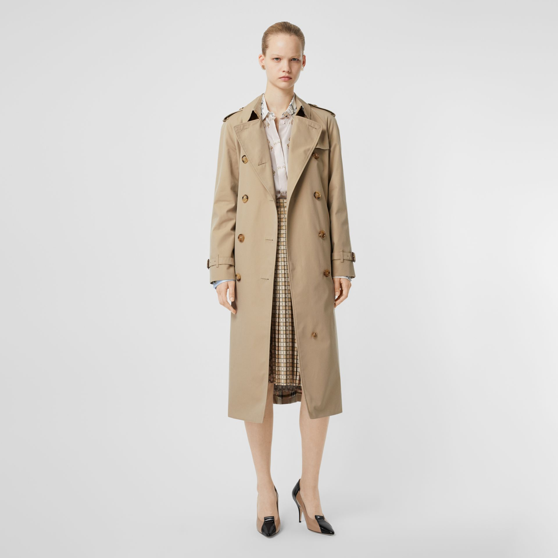 The Long Waterloo Heritage Trench Coat in Honey - Women | Burberry United States - gallery image 11