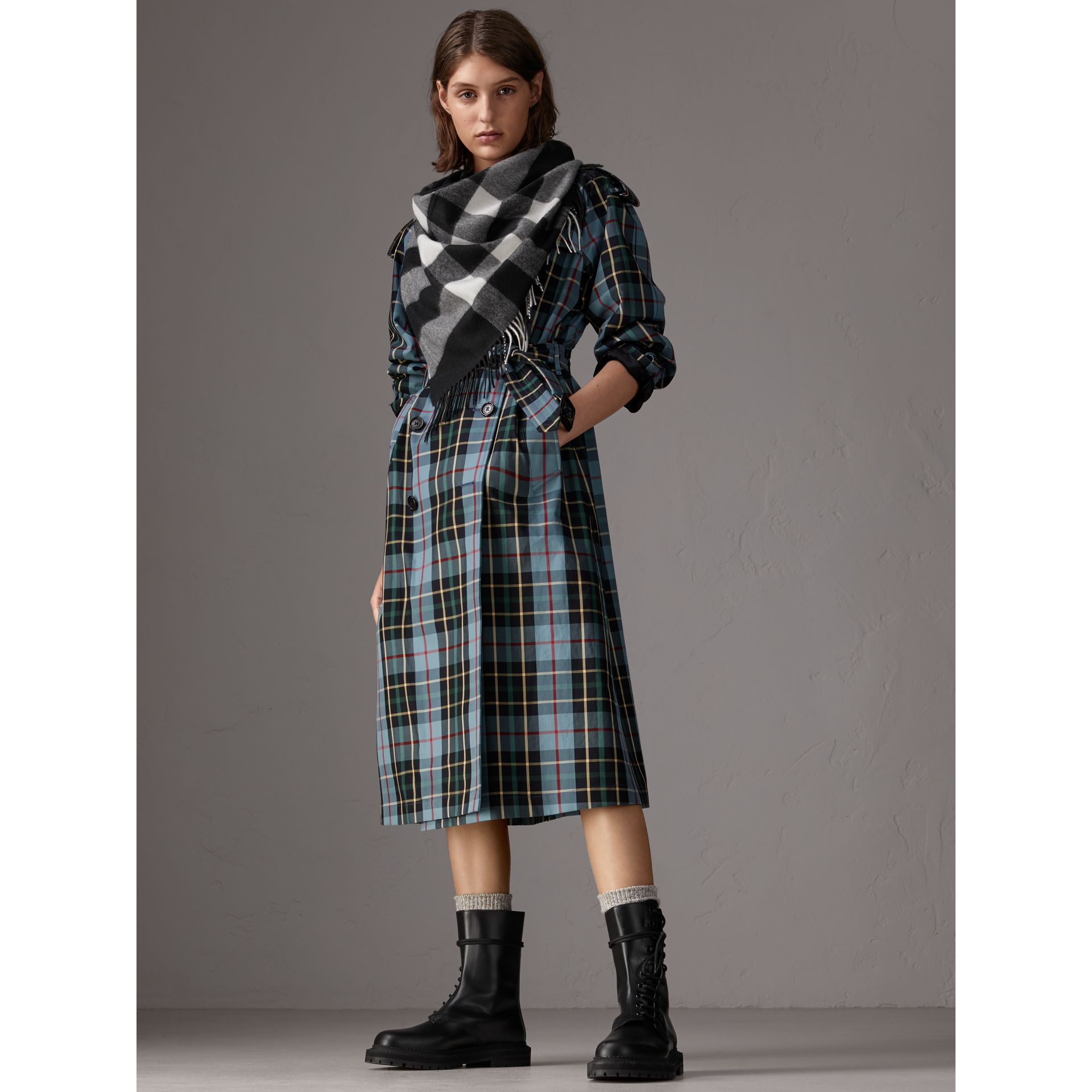 The Burberry Bandana in Check Cashmere in Black | Burberry United Kingdom - gallery image 3