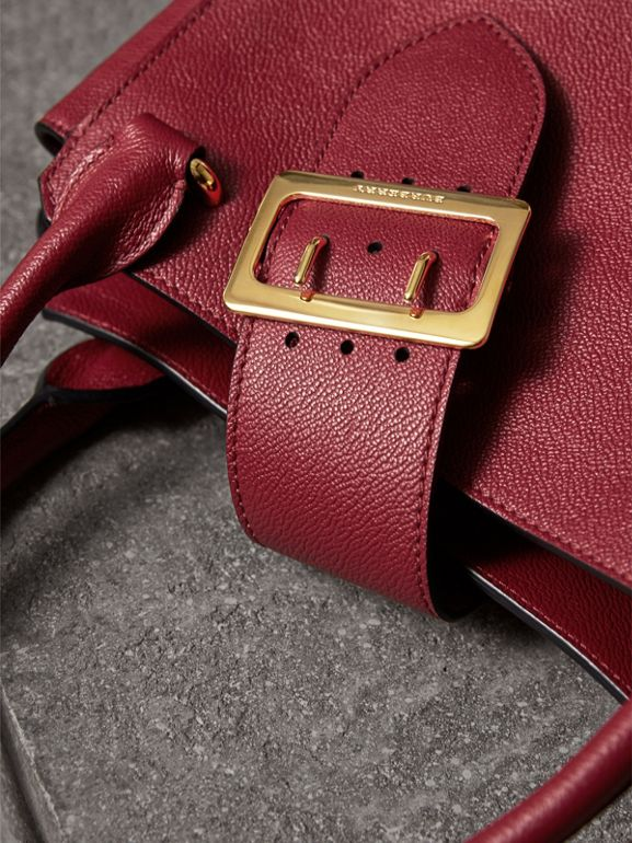 Borsa tote The Buckle media in pelle a grana (Rosso Parata) - Donna | Burberry - cell image 1