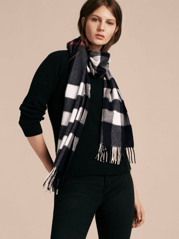 The Large Classic Cashmere Scarf in Check in Navy | Burberry Canada - cell image 2