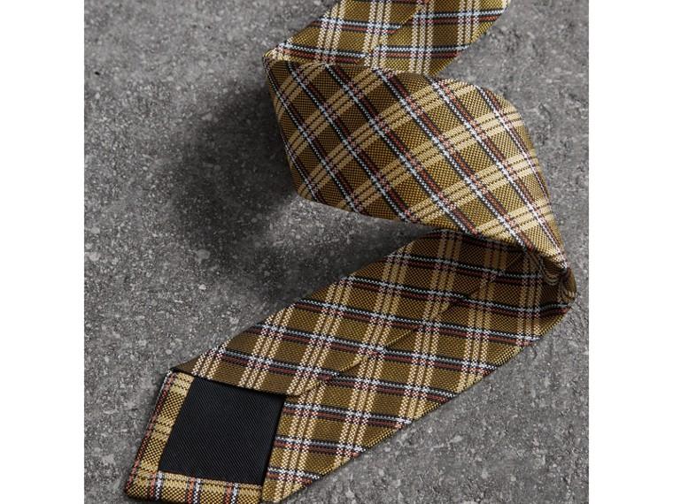 Cravatta dal taglio moderno in seta con intreccio jacquard e motivo tartan (Giallo Zafferano) - Uomo | Burberry - cell image 1