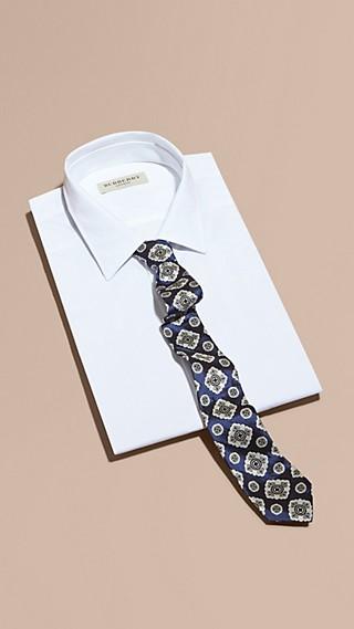 Cravate fine en jacquard de soie