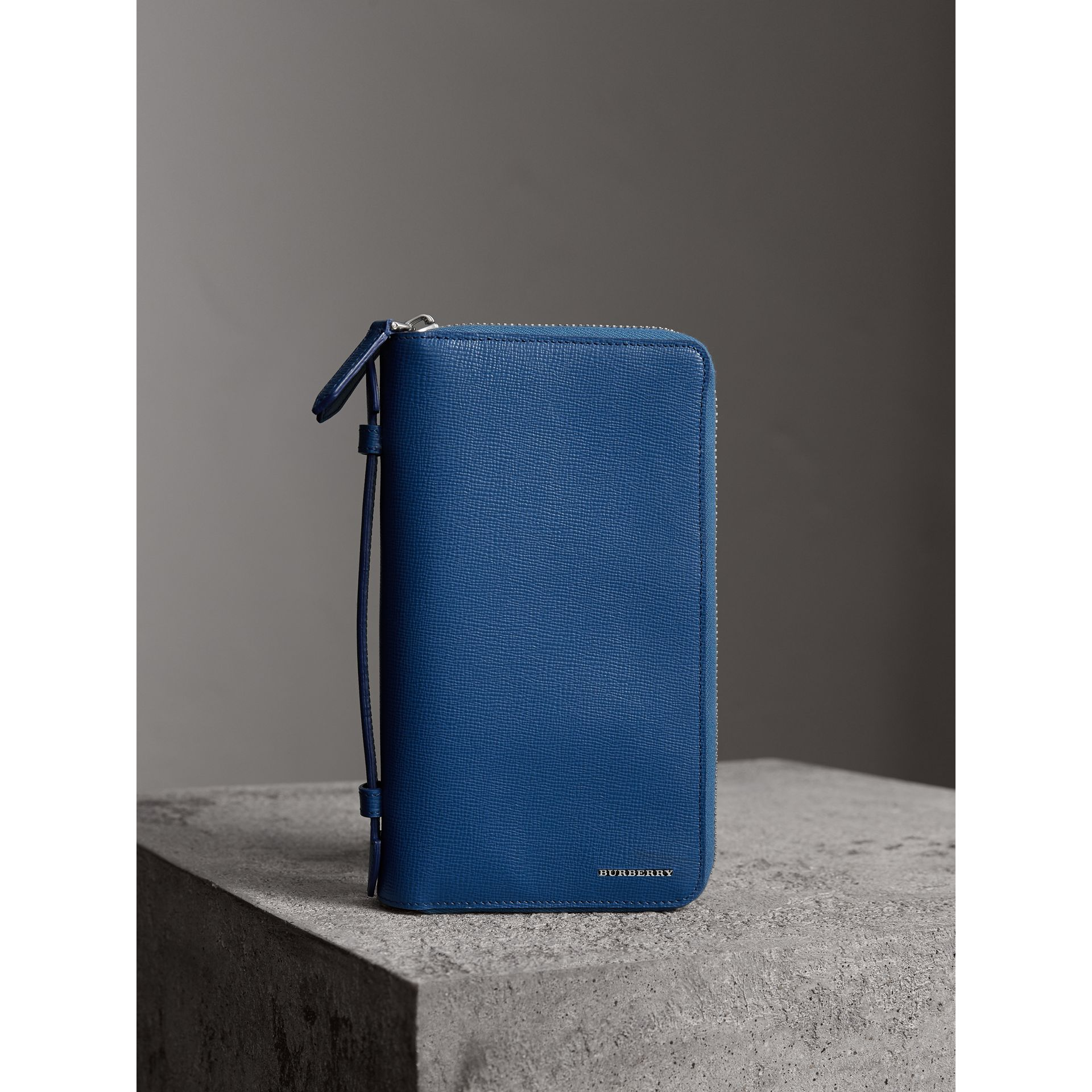 London Leather Travel Wallet in Deep Blue | Burberry Canada - gallery image 4