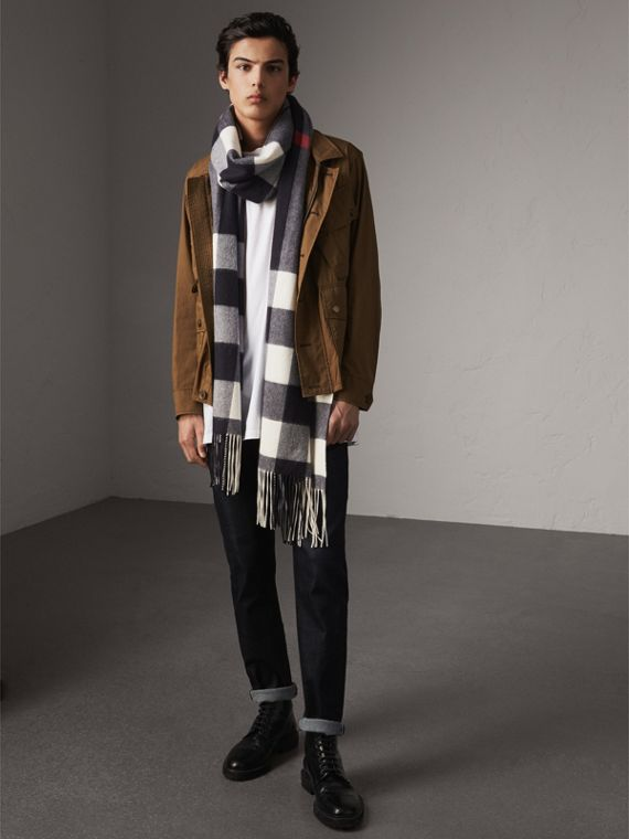 Oversize Check Cashmere Scarf in Navy | Burberry - cell image 3