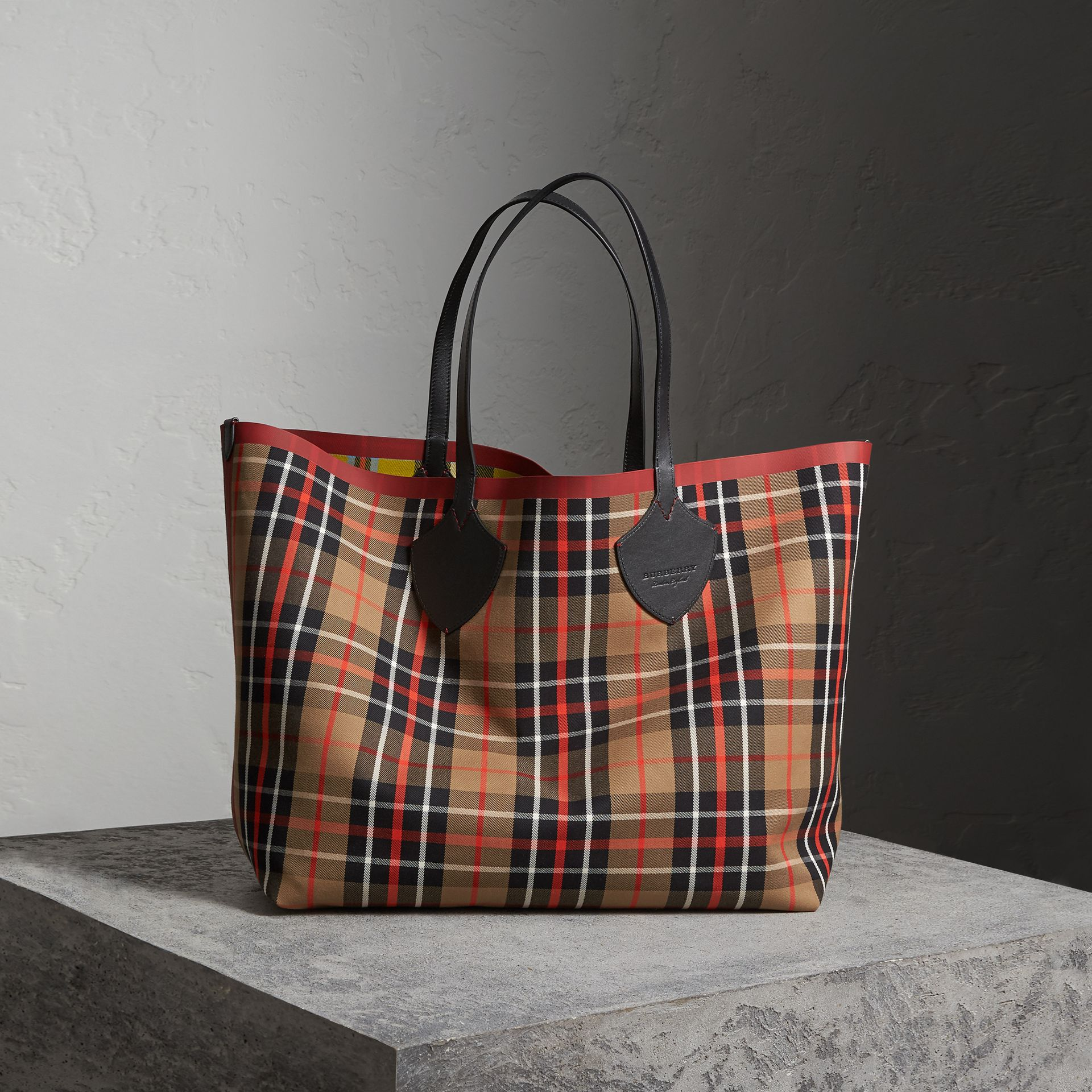 The Giant Reversible Tote in Tartan Cotton in Caramel/flax Yellow | Burberry Australia - gallery image 0