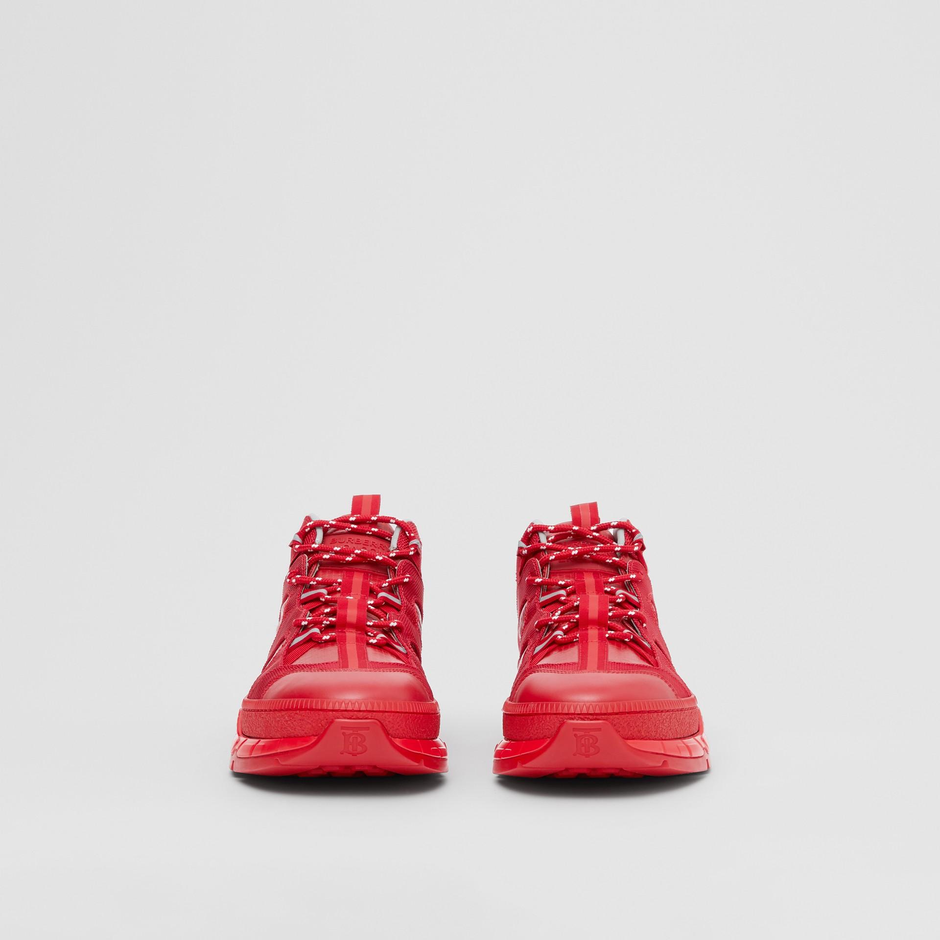 尼龍和皮革 Union 運動鞋 (亮紅色) - 女款   Burberry - 圖庫照片 3
