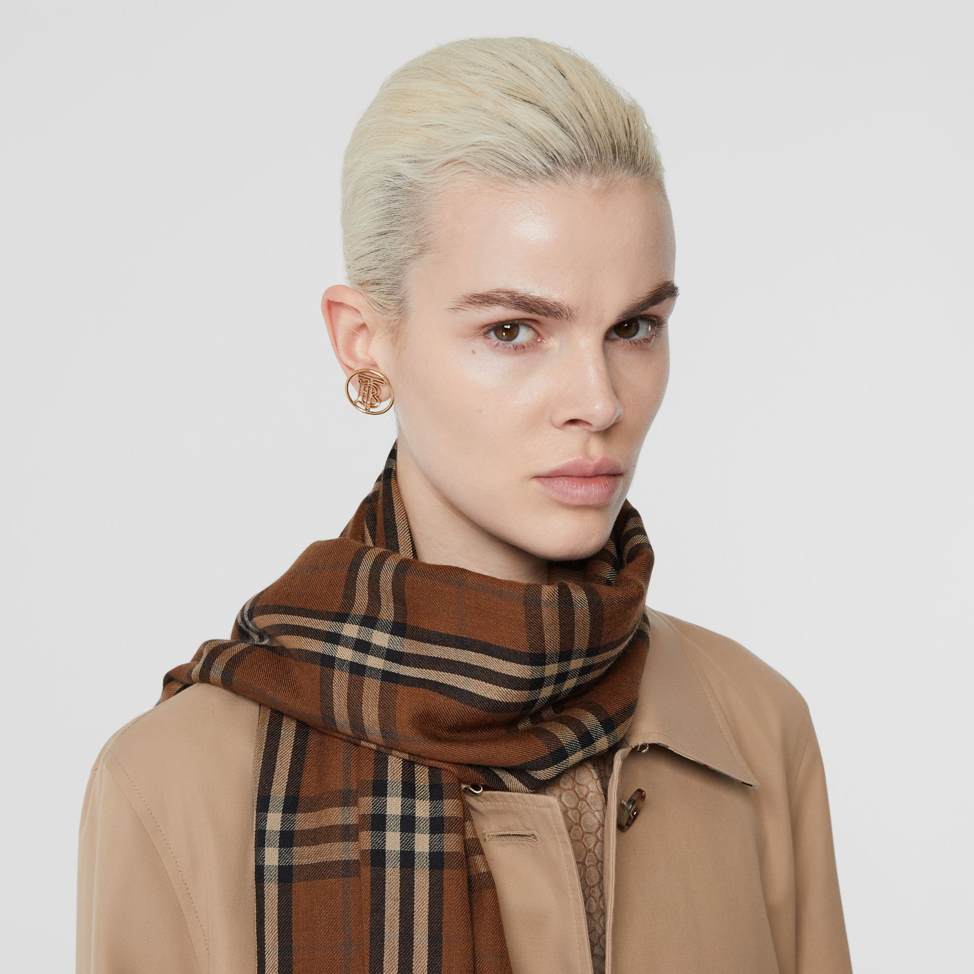 Vintage Check Lightweight Cashmere Scarf in Bridle Brown | Burberry Singapore - gallery image 2