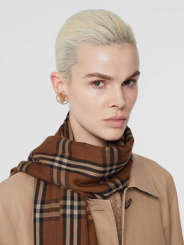Vintage Check Lightweight Cashmere Scarf in Bridle Brown | Burberry Singapore - cell image 2