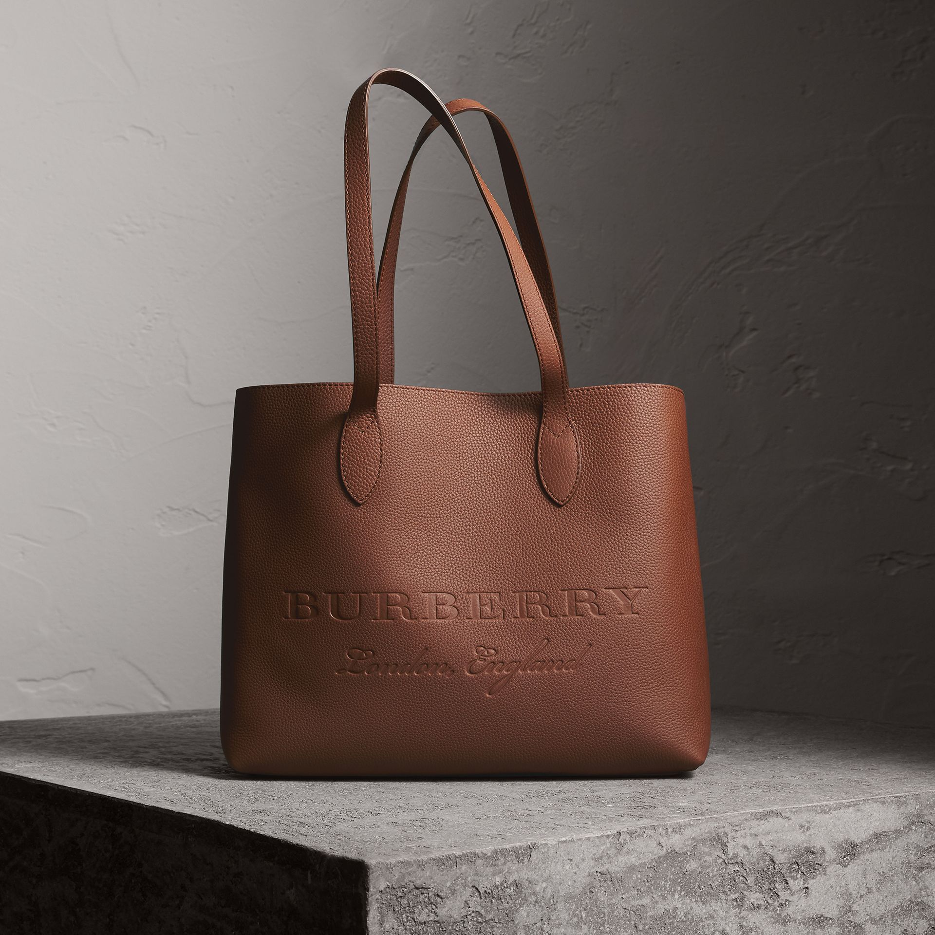 Sac tote en cuir estampé (Brun Noisette) | Burberry - photo de la galerie 0