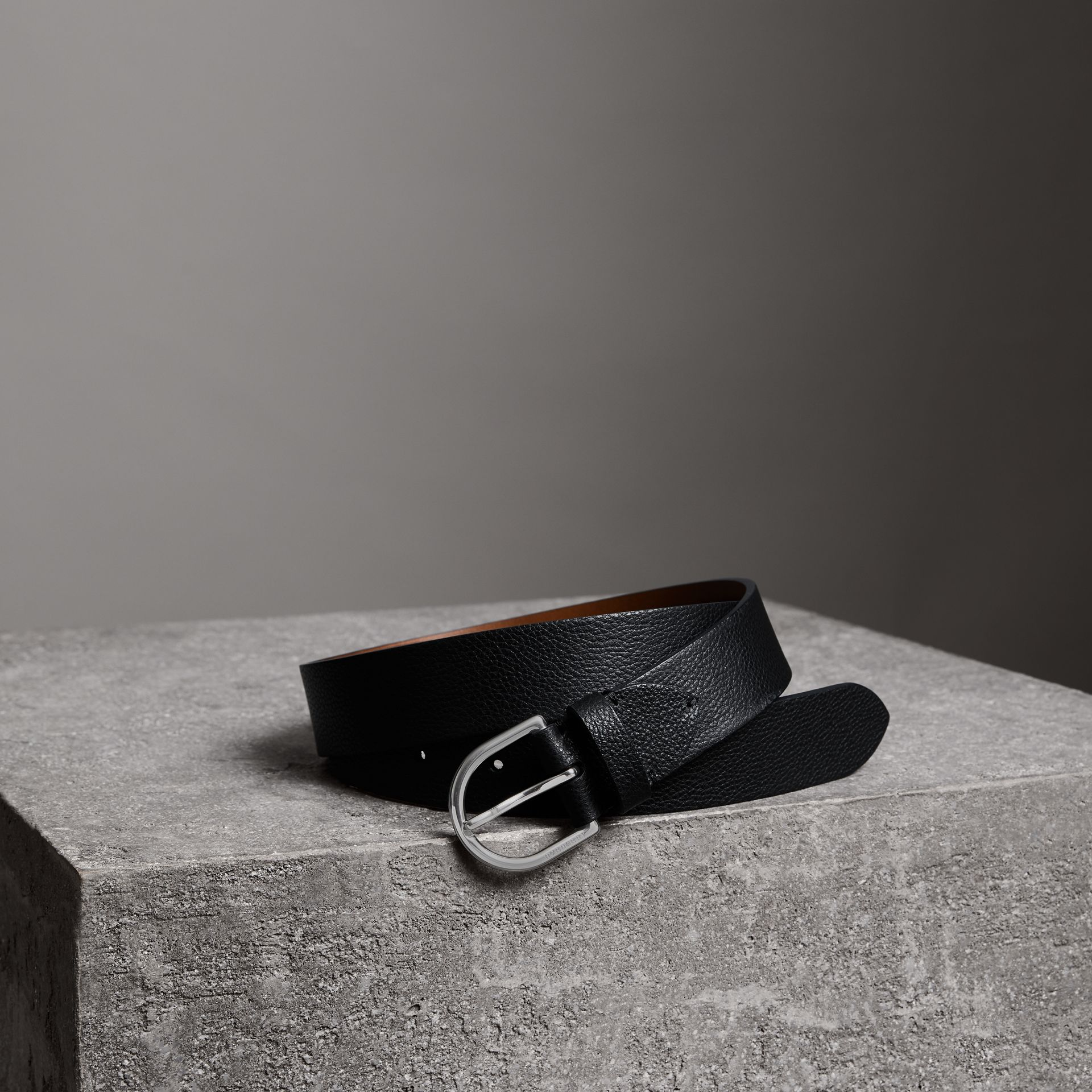 D-shaped Buckle Grainy Leather Belt in Black - Men | Burberry Australia - gallery image 0