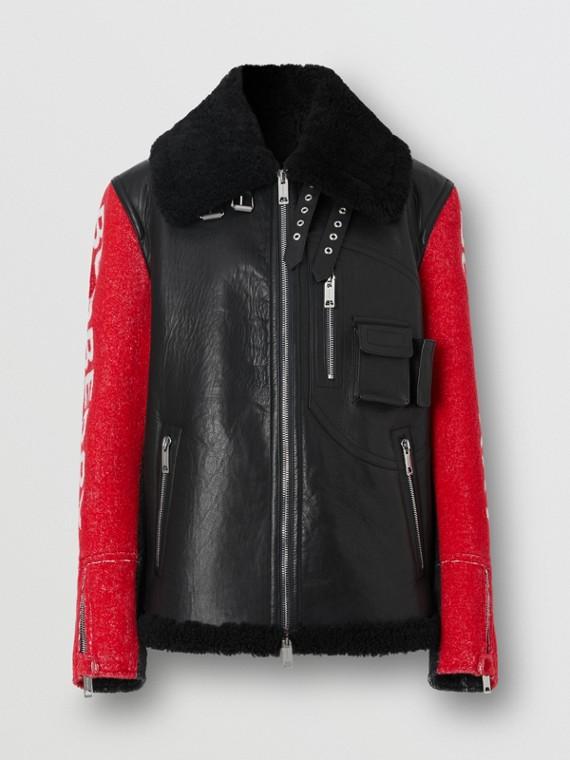 Куртка из кожи и овчины с контрастными рукавами (Черный)