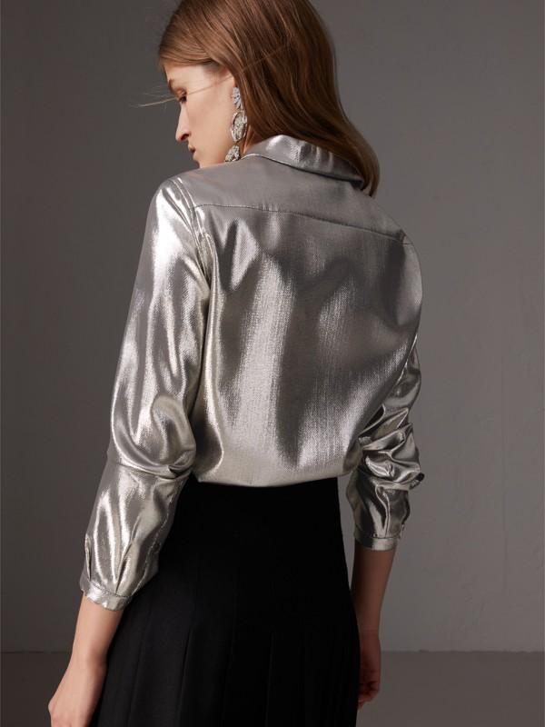 Camicia in seta e lamé con plissettatura (Argento) - Donna | Burberry - cell image 2