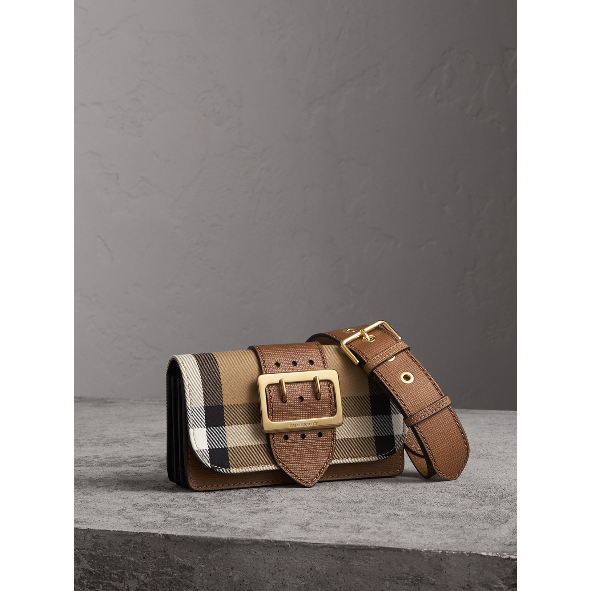 Petit sac The Buckle en coton House check et cuir (Hâle) - Femme | Burberry - photo de la galerie 8