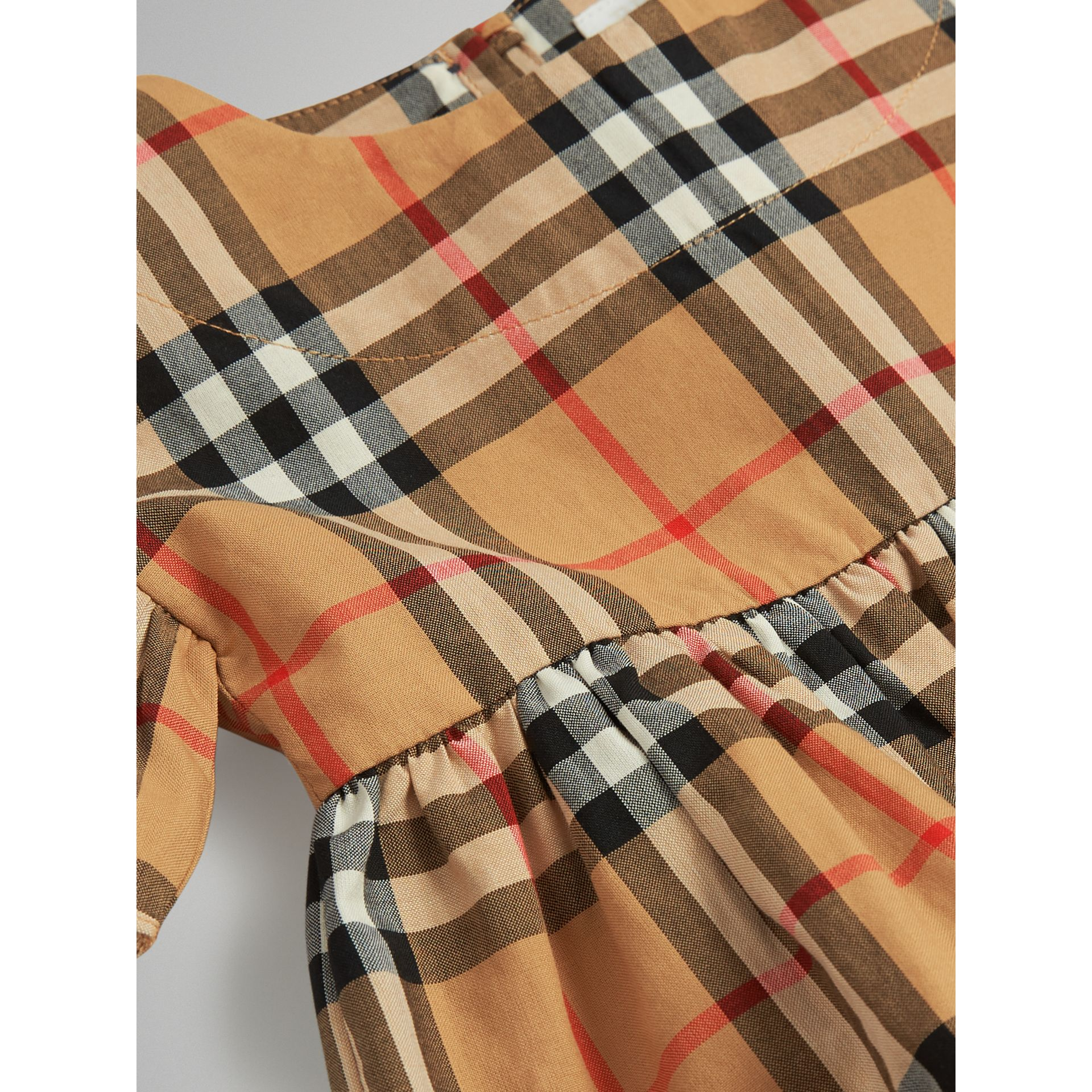 Robe et bloomer à motif Vintage check avec volants (Jaune Antique) | Burberry - photo de la galerie 1