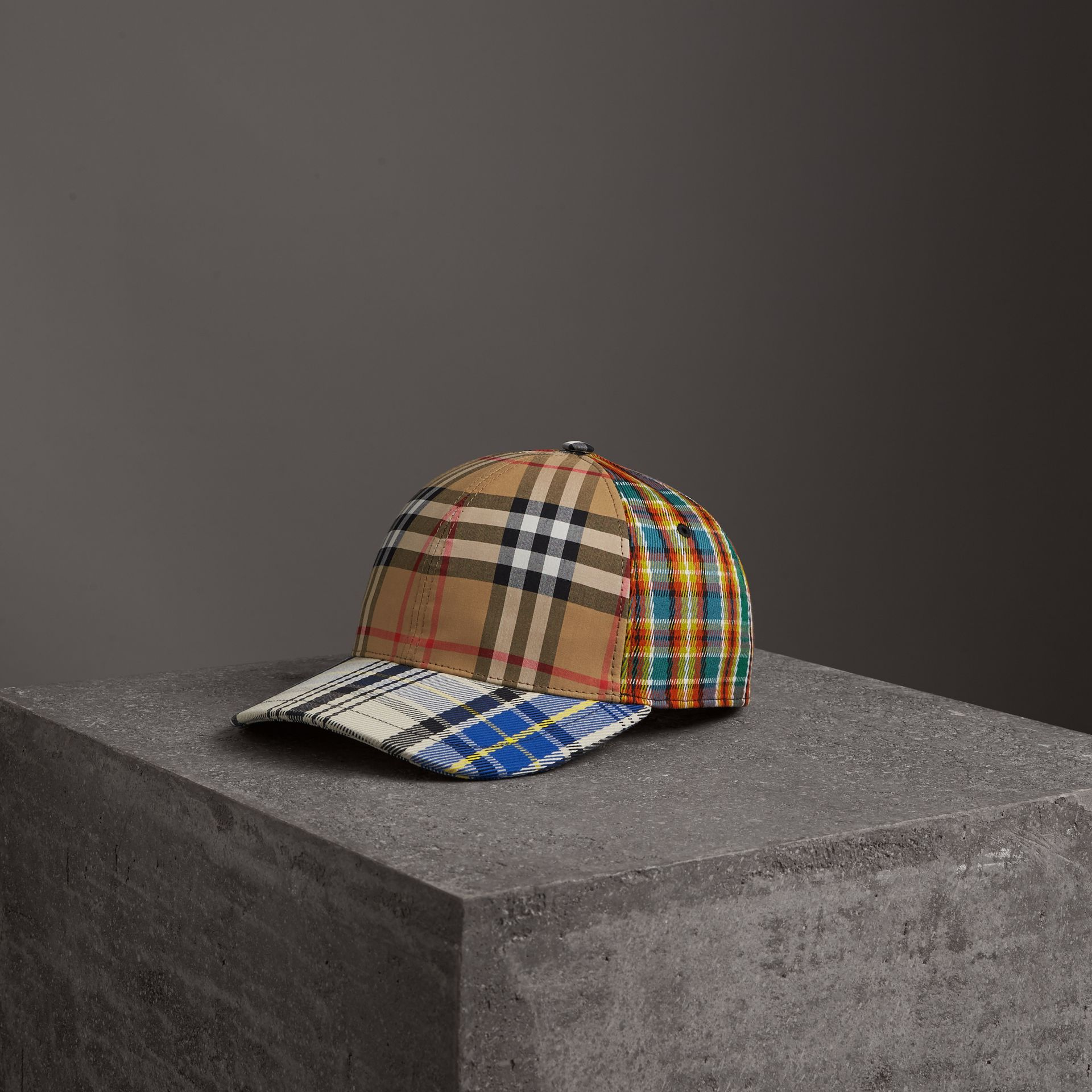 Casquette de baseball à motif check façon patchwork (Jaune Antique) | Burberry - photo de la galerie 0