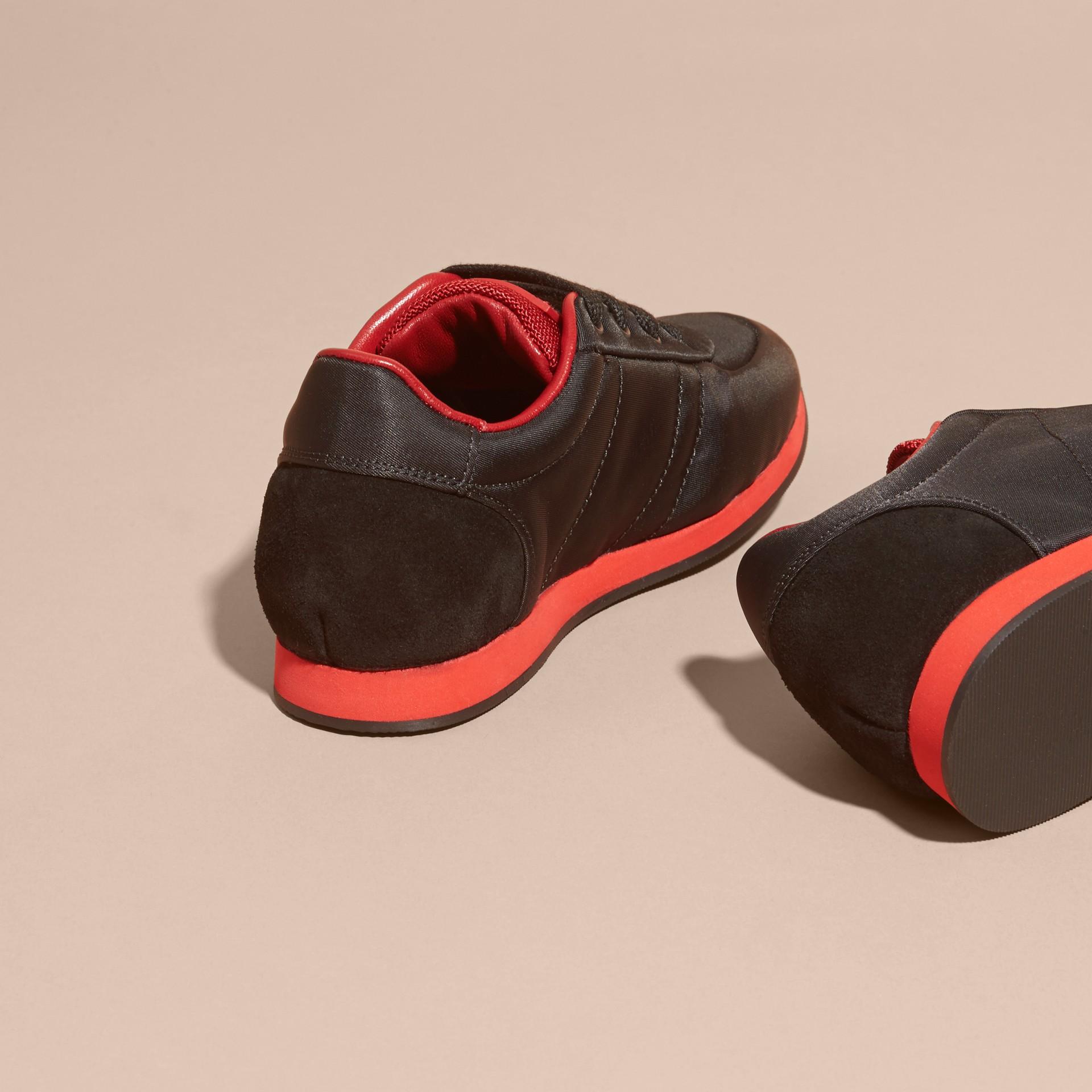 Negro/rojo militar Zapatillas deportivas en piel y raso con franjas de colores Negro/rojo Militar - imagen de la galería 4