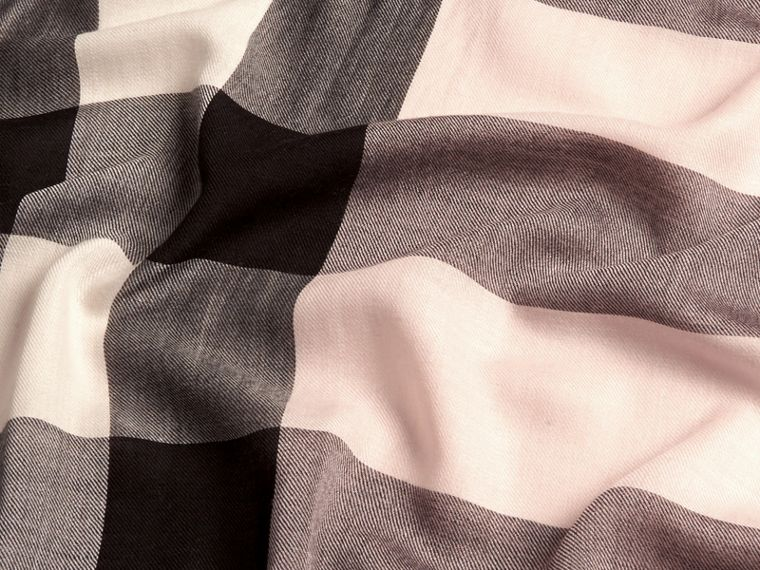 The Lightweight Cashmere Scarf in Check in Ash Rose | Burberry Canada - cell image 4