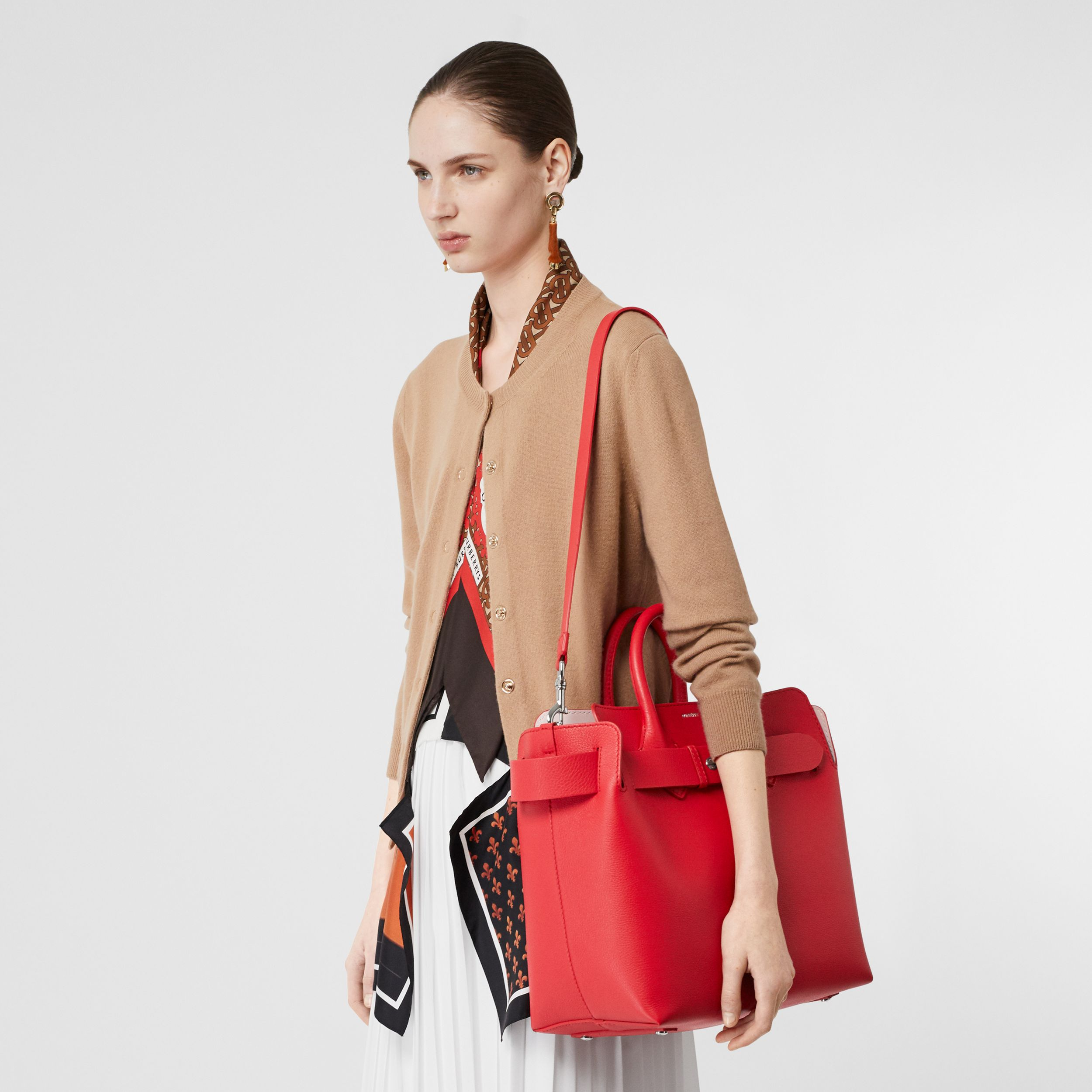 Borsa The Belt media in pelle con tre borchie (Rosso Intenso/rosa Alabastro) - Donna | Burberry - 2