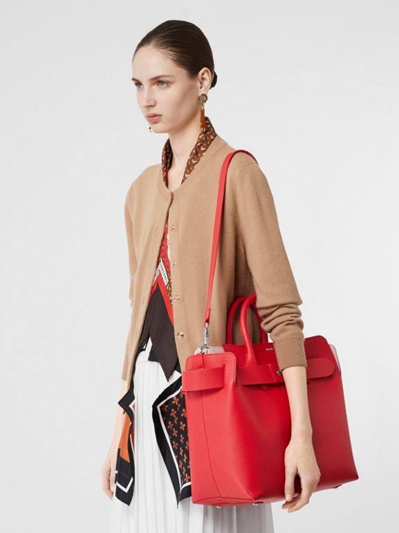 The Medium Belt Bag aus Leder mit Ziernieten (Leuchtendes Rot/alabasterrosa) - Damen | Burberry - cell image 1
