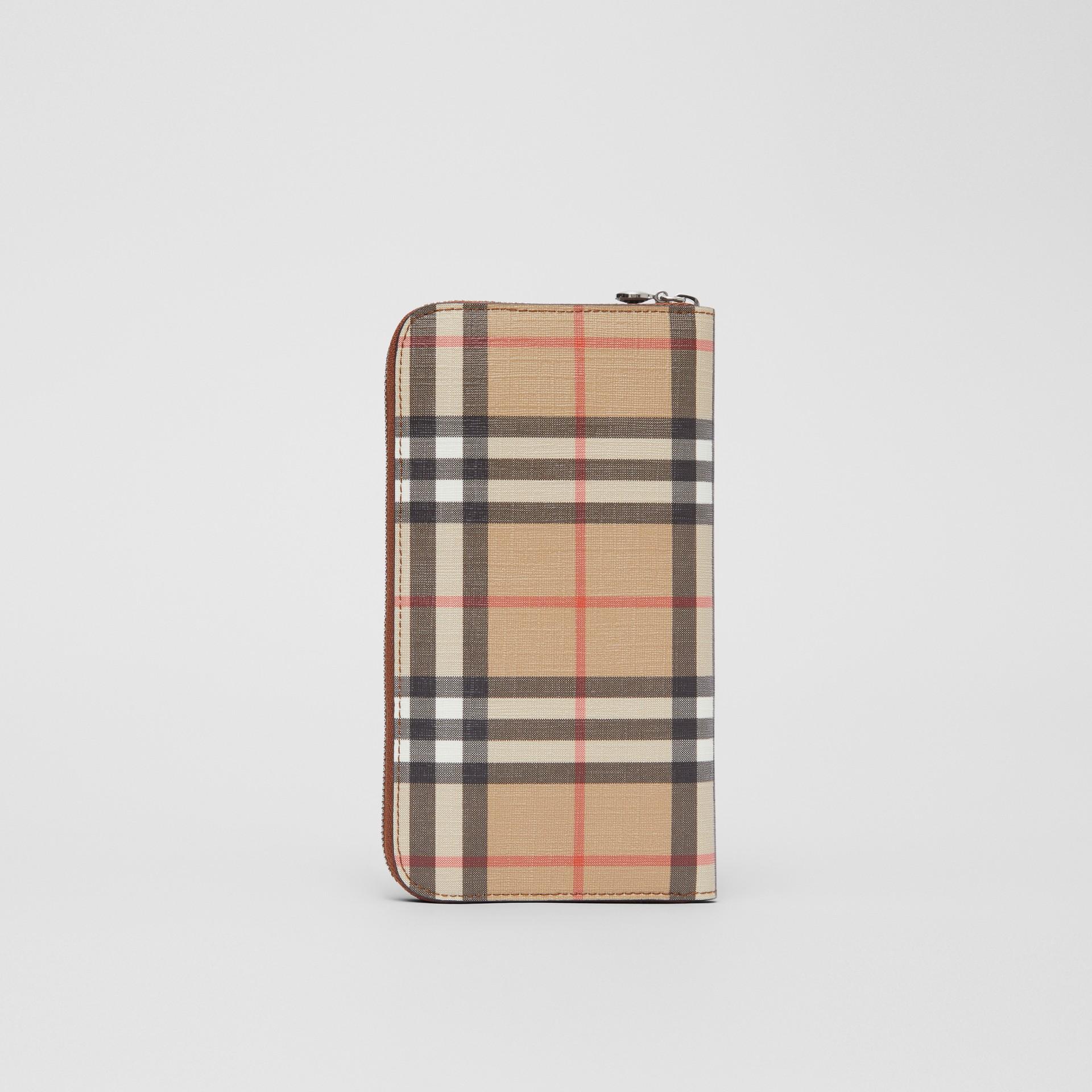 Бумажник из ткани e-canvas в клетку (Солодовый) - Для женщин | Burberry - изображение 4
