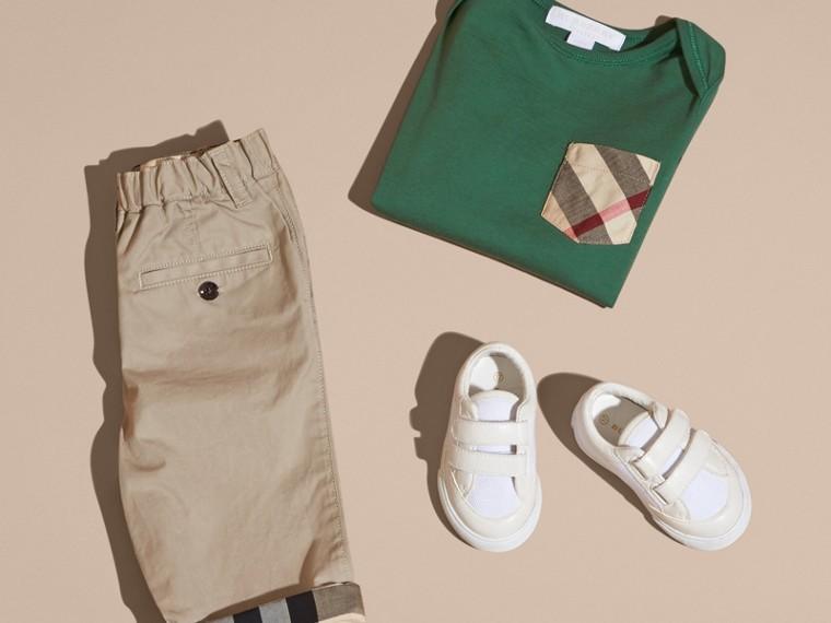 Verde foresta T-shirt a maniche lunghe con tasca con motivo check Verde Foresta - cell image 4