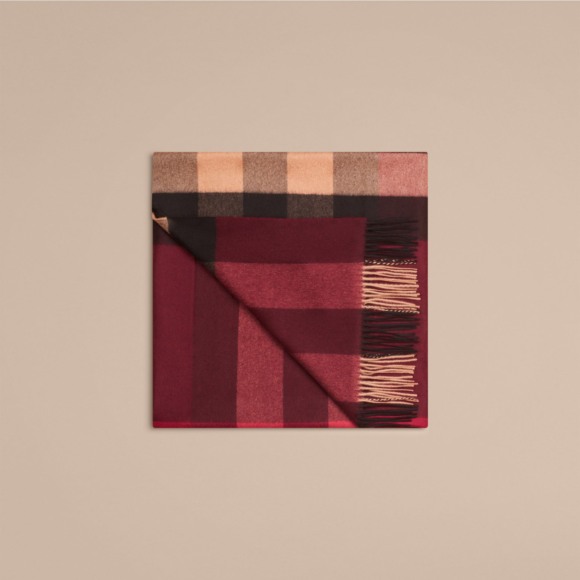 Check Cashmere Blanket in Claret | Burberry United Kingdom - gallery image 3