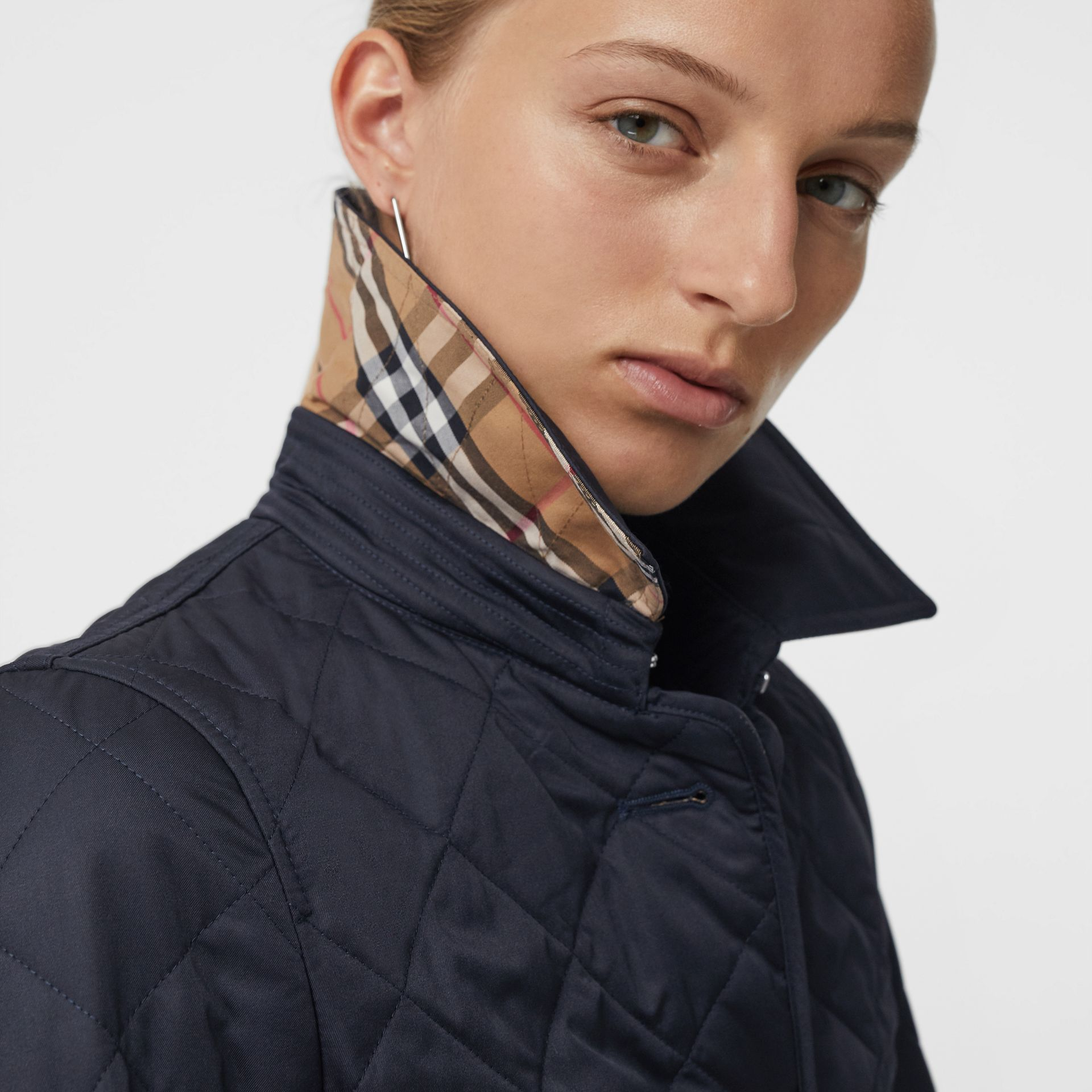 Diamond Quilted Jacket in Navy - Women | Burberry United Kingdom - gallery image 4