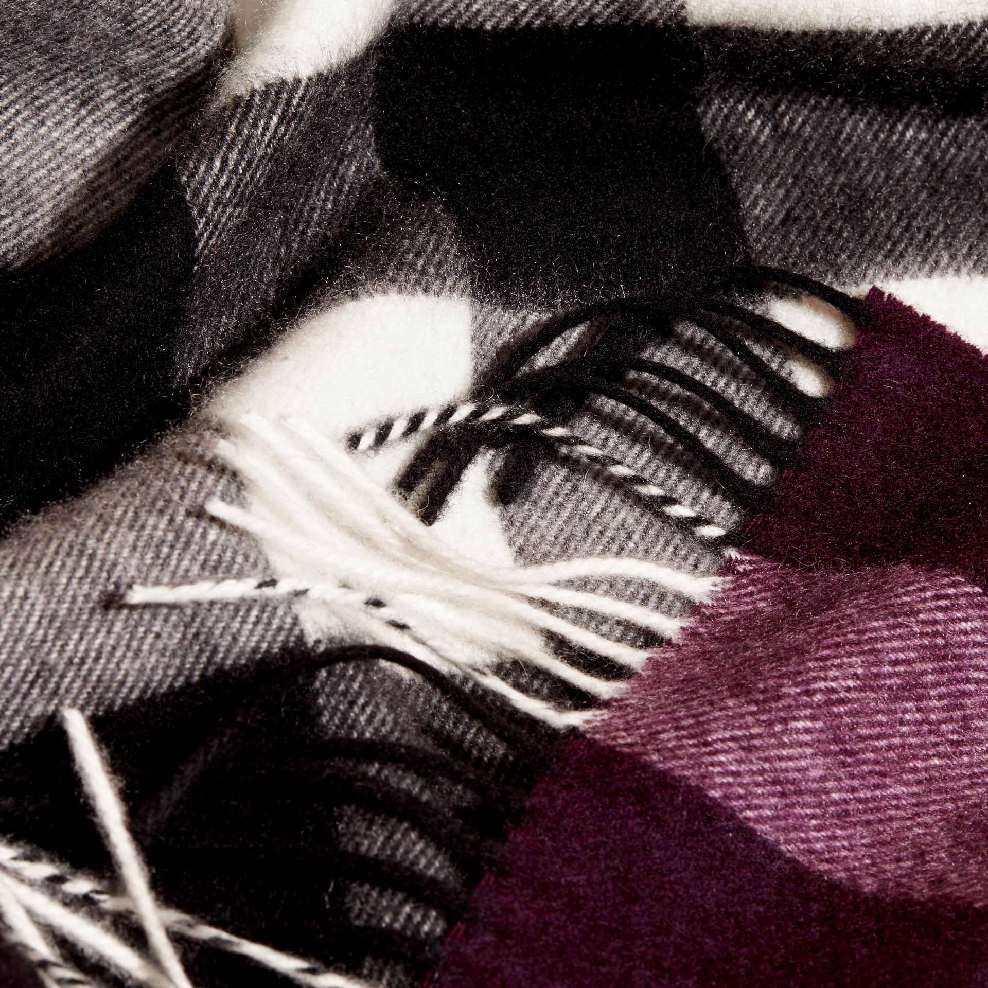 The Large Classic Cashmere Scarf in Check in Aubergine | Burberry - gallery image 5