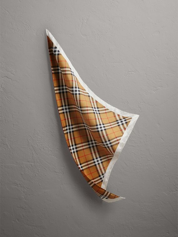 The Burberry Bandana Vintage 格紋絲綢頭巾 (格紋)