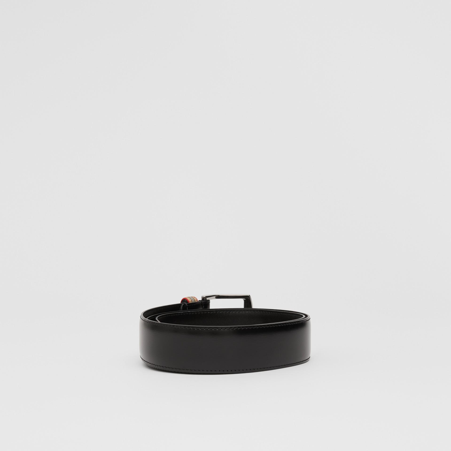 Cintura in pelle con dettaglio nell'iconico motivo a righe (Nero) | Burberry - immagine della galleria 4