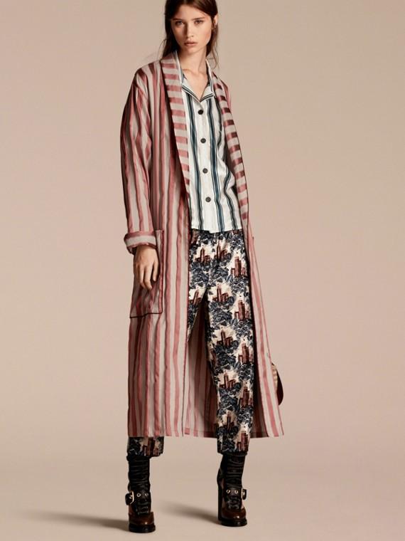 Mantel im Morgenrock-Design aus einer Baumwollseidenmischung mit Panamastreifen