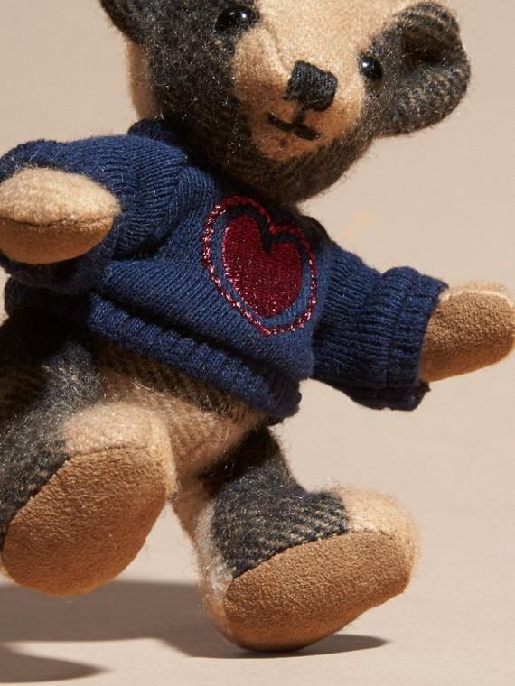 Chameau Bijou porte-clés Thomas Bear en cachemire à motif check - cell image 3
