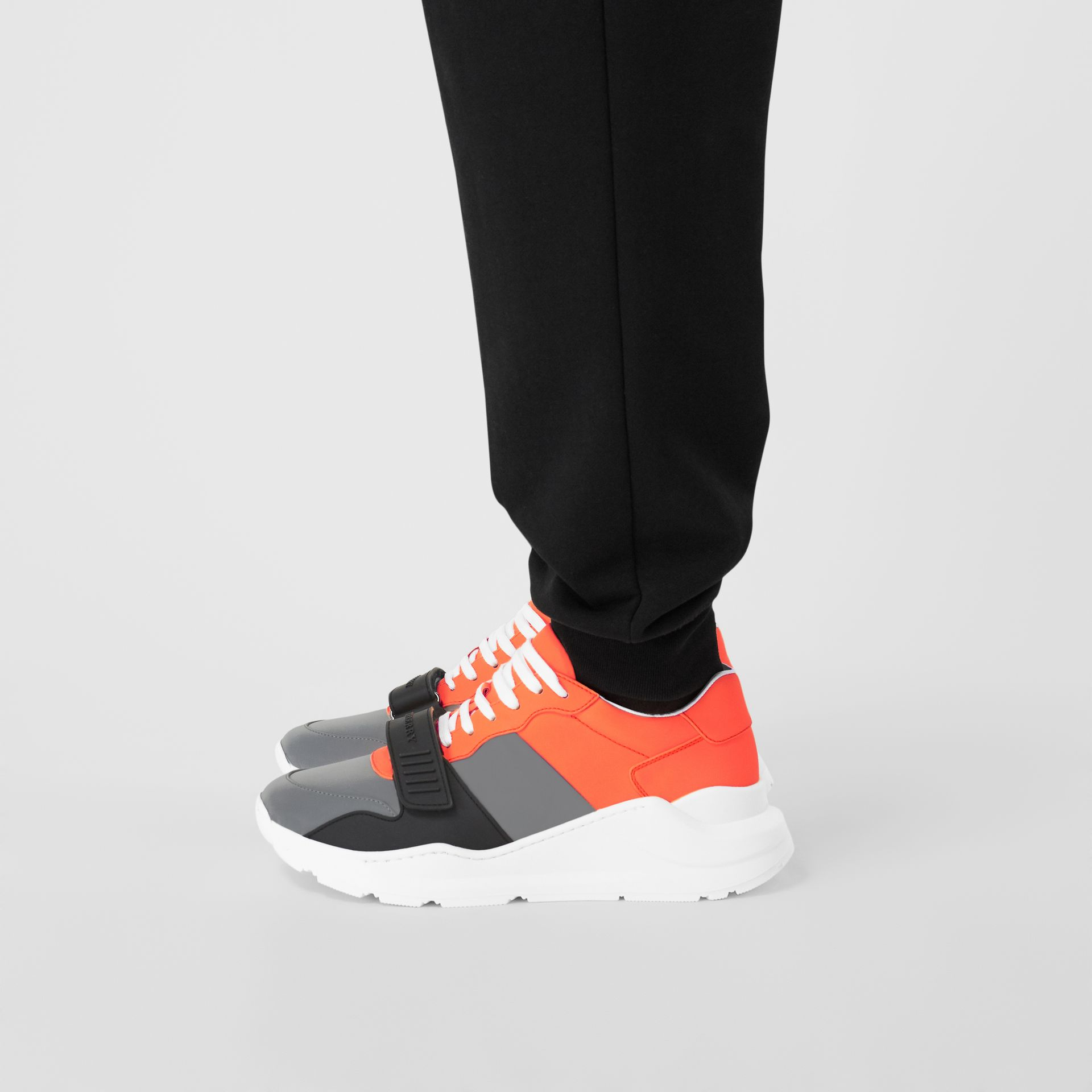 Sneakers color-block (Gris Argent/orange) - Homme | Burberry Canada - photo de la galerie 2