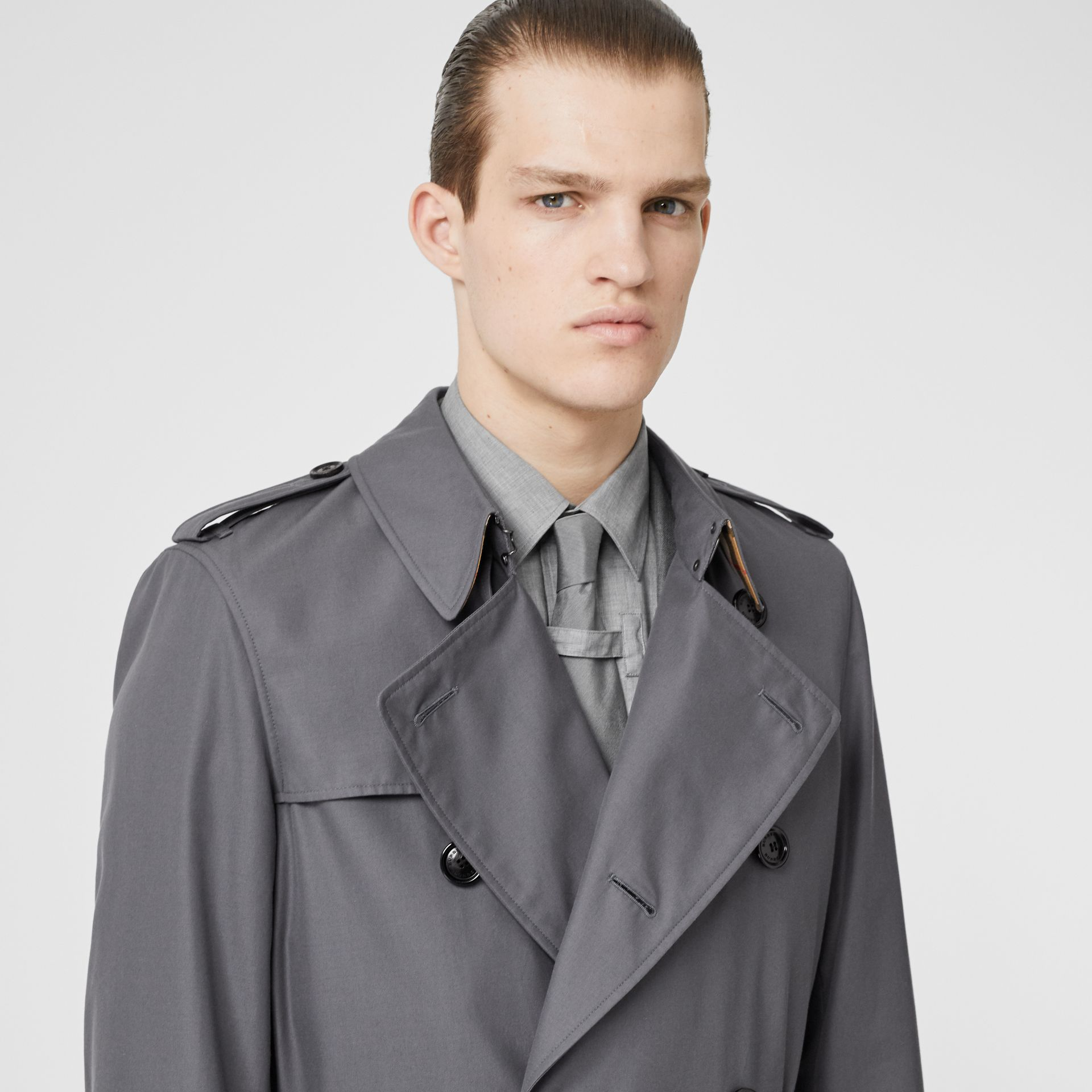 The Long Chelsea Heritage Trench Coat in Mid Grey - Men | Burberry Hong Kong - gallery image 1