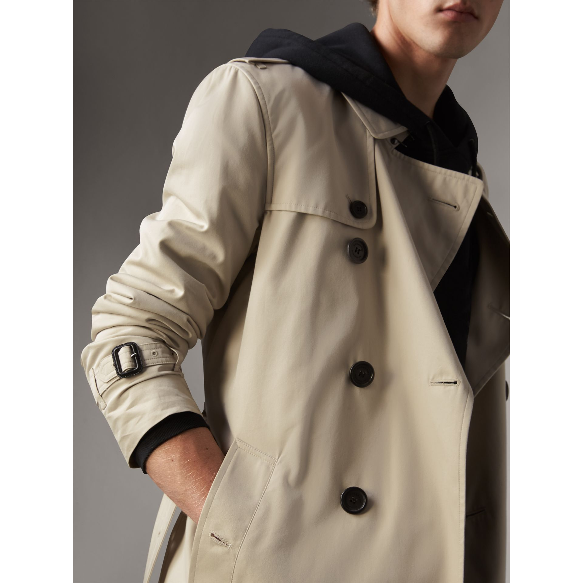 The Kensington – Long Trench Coat in Stone - Men | Burberry Singapore - gallery image 5