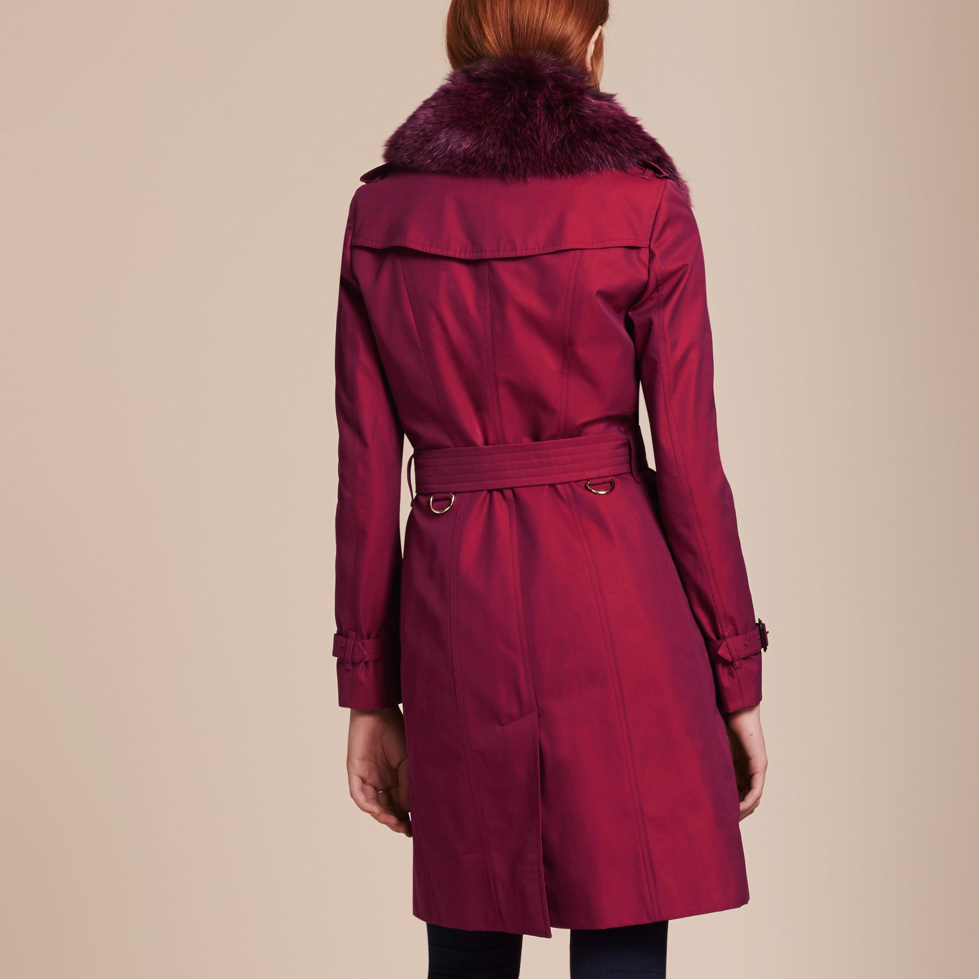 Crimson Cotton Gabardine Trench Coat with Detachable Fur Trim Crimson - photo de la galerie 3