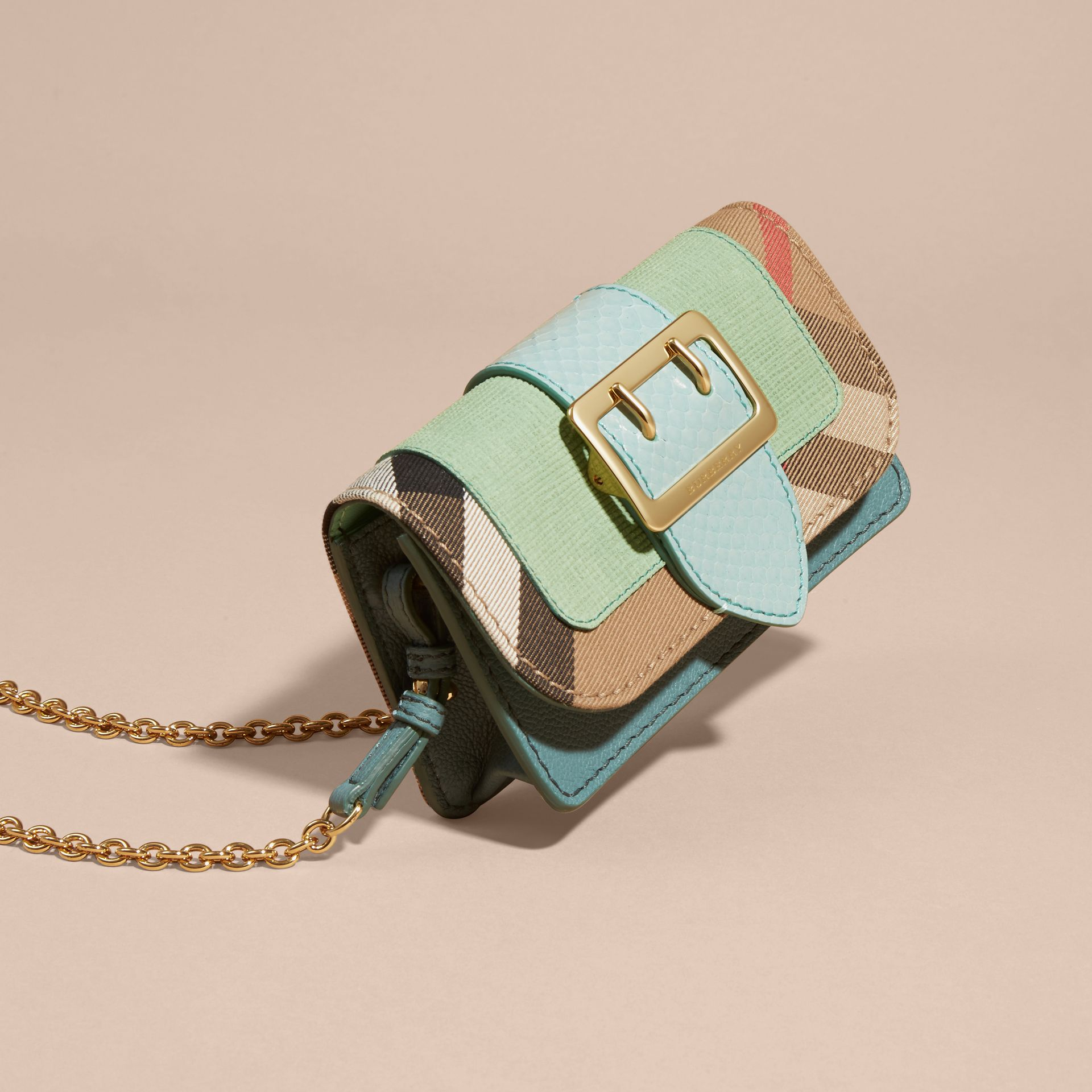 Menta chiaro Borsa The Buckle mini con pelle di serpente e motivo House check - immagine della galleria 7