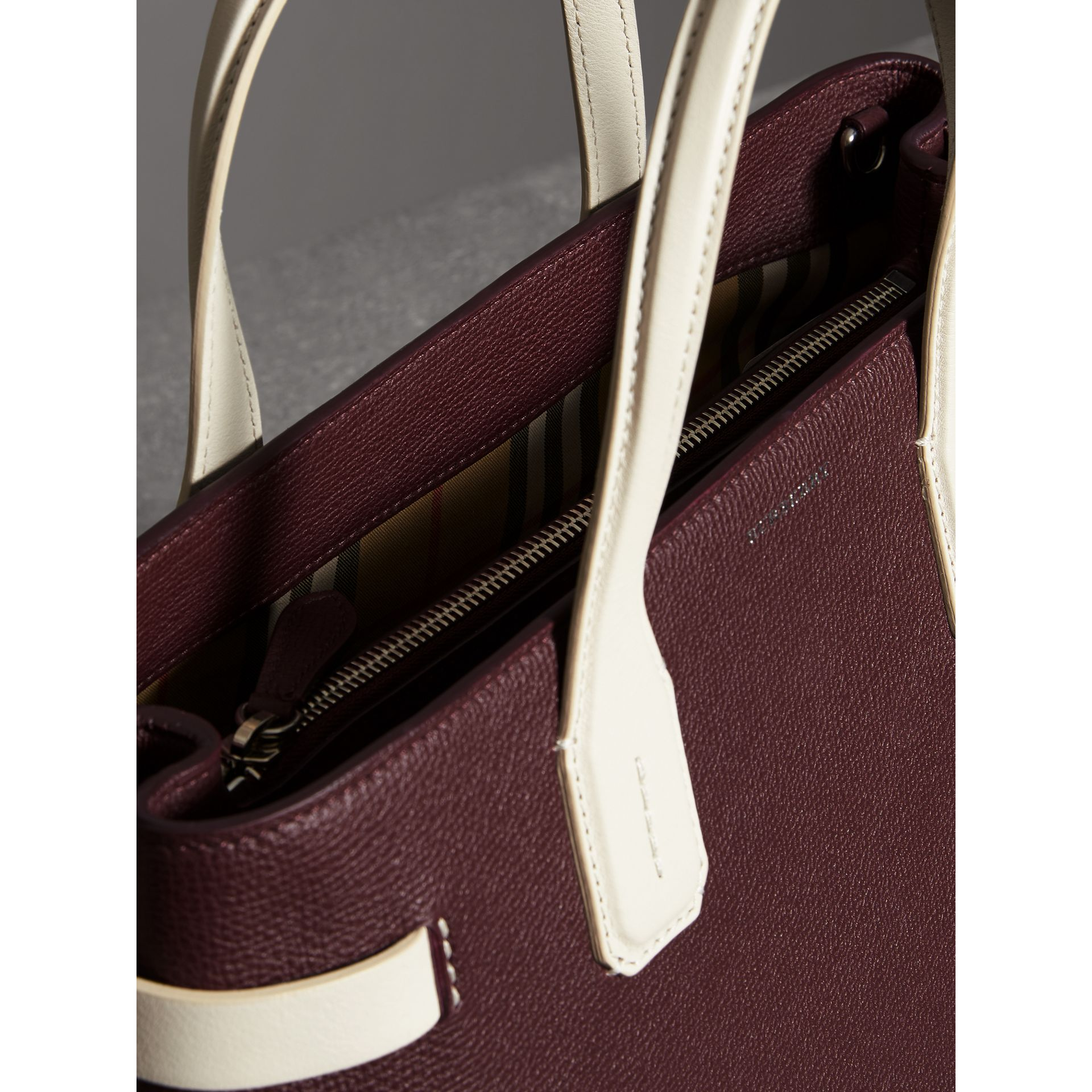 The Medium Banner in Two-tone Leather in Mahogany Red/limestone - Women | Burberry United Kingdom - gallery image 5