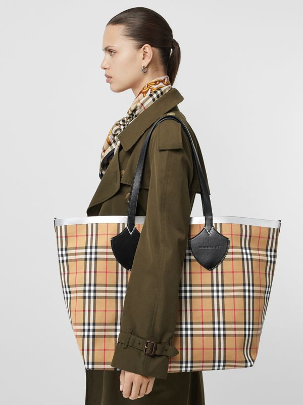 The Giant Reversible Tote in Vintage Check in Black/silver | Burberry - cell image 3