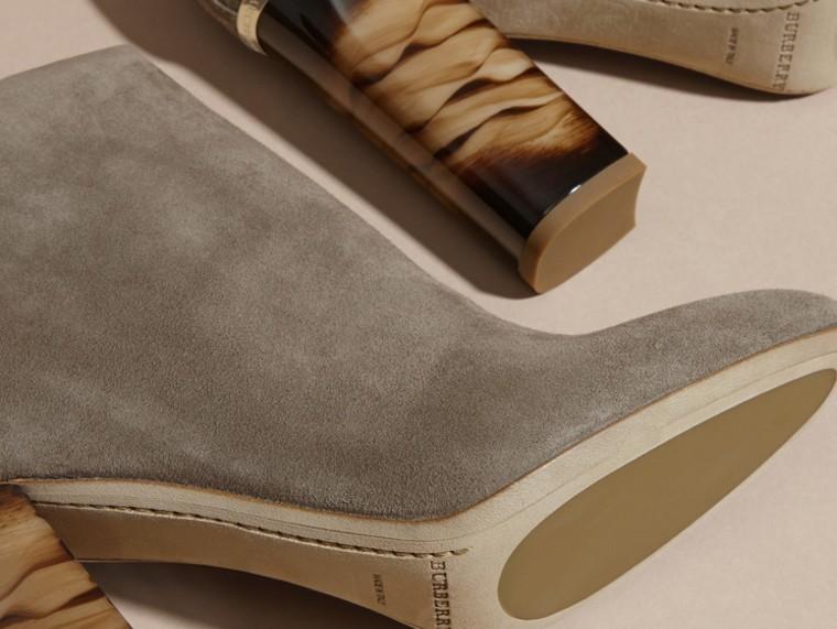 Camaïeu de pourpres foncés Bottines en cuir velours - cell image 4